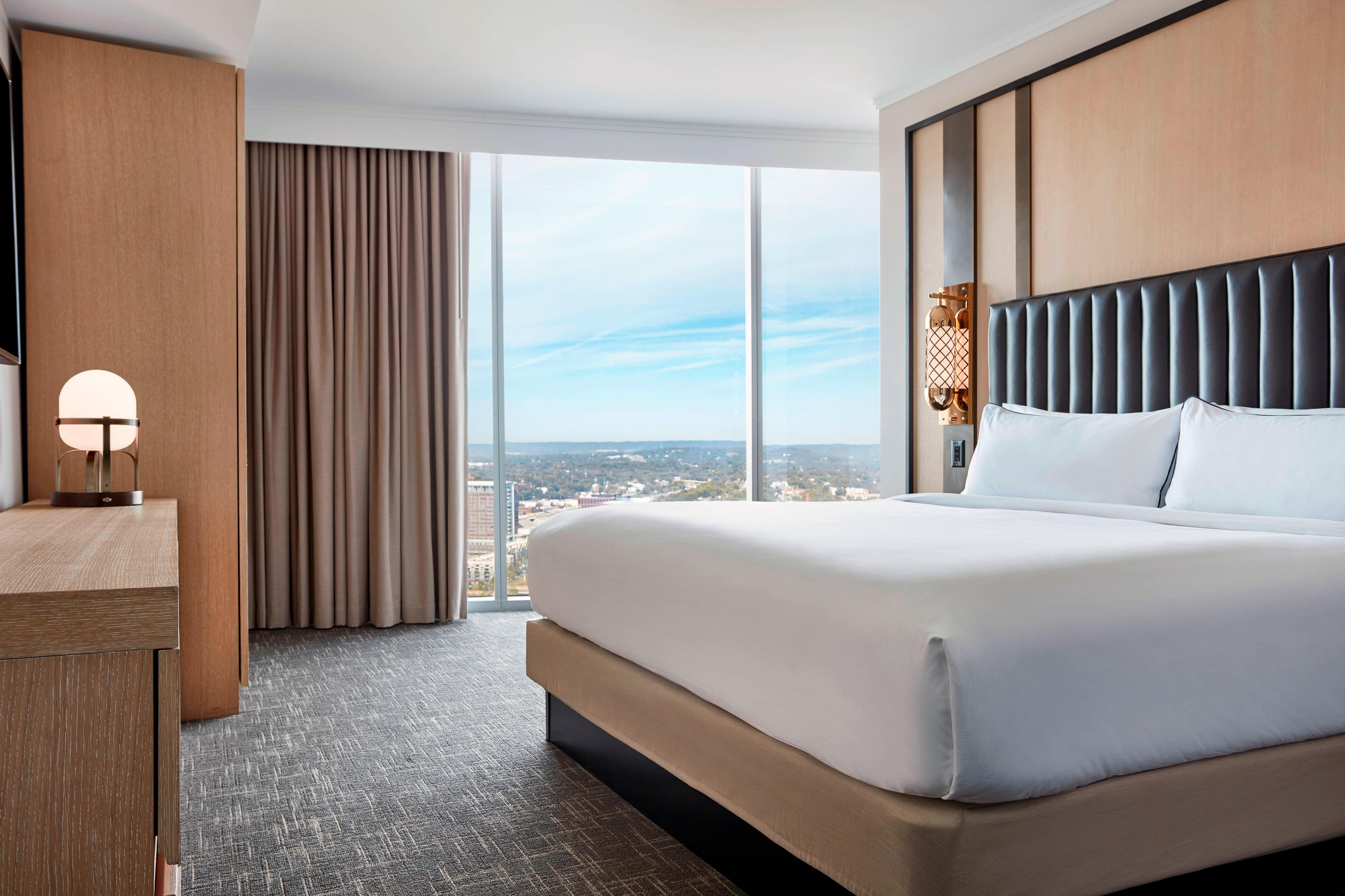 Executive Suite with View - Bedroom
