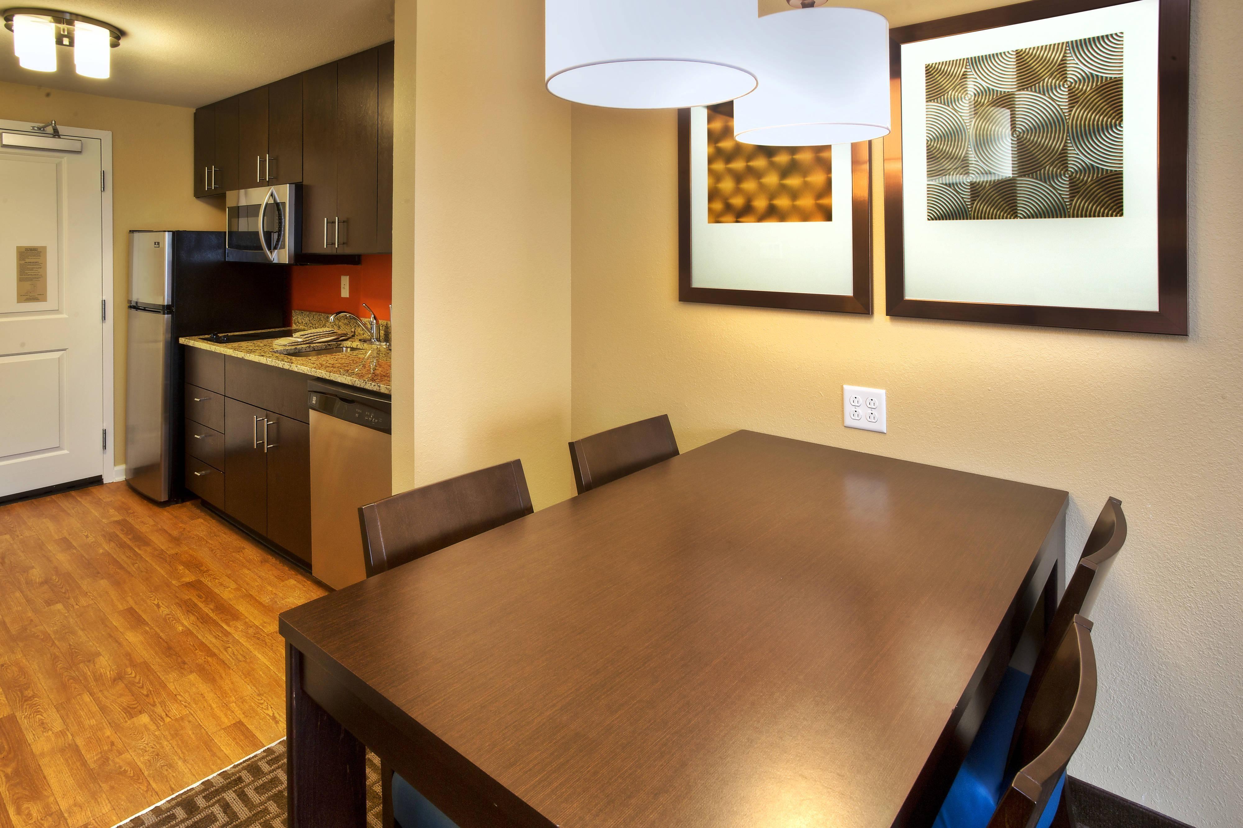 Queen/Queen Studio Suite Kitchen