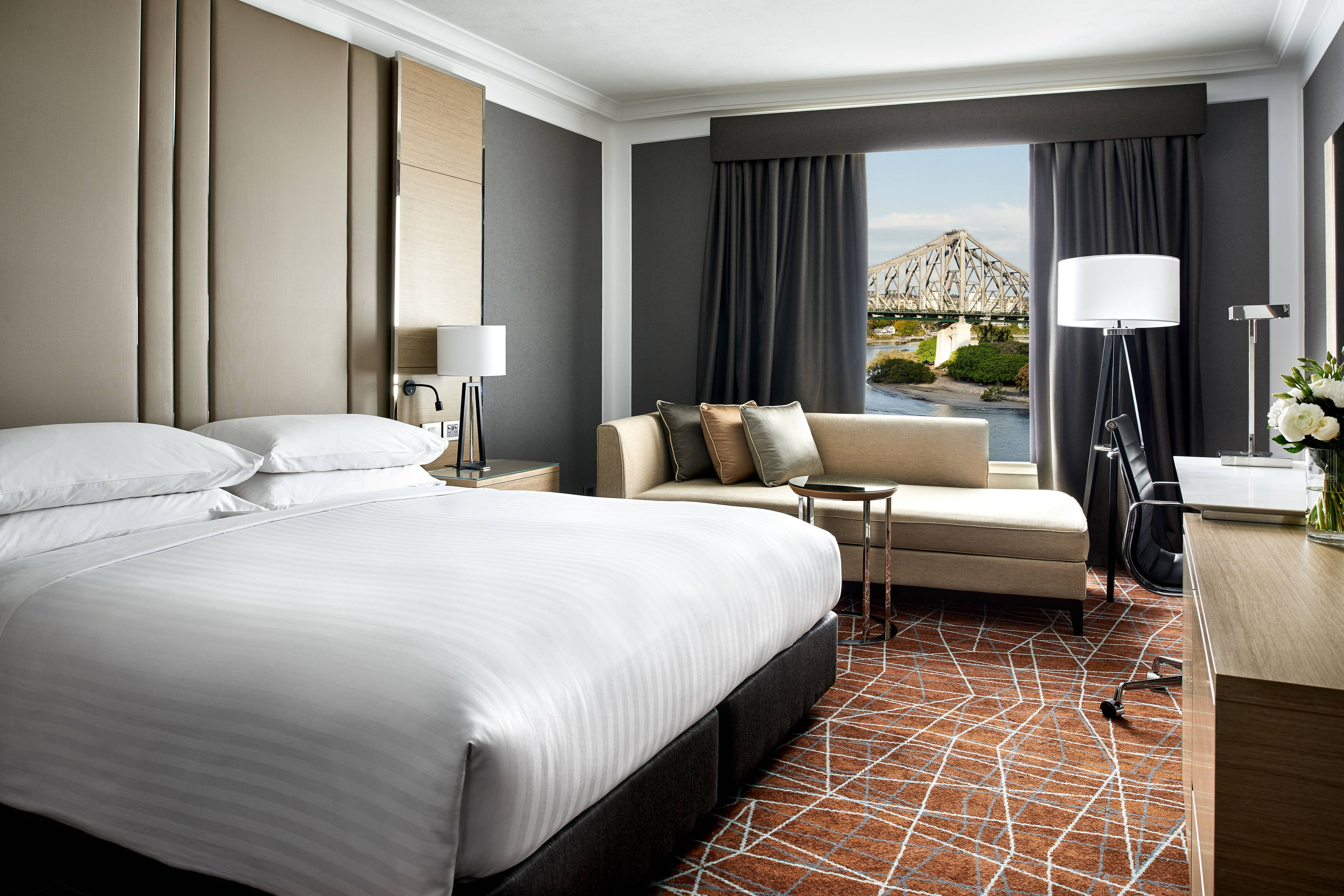 King Superior Guest Room - Skyline View