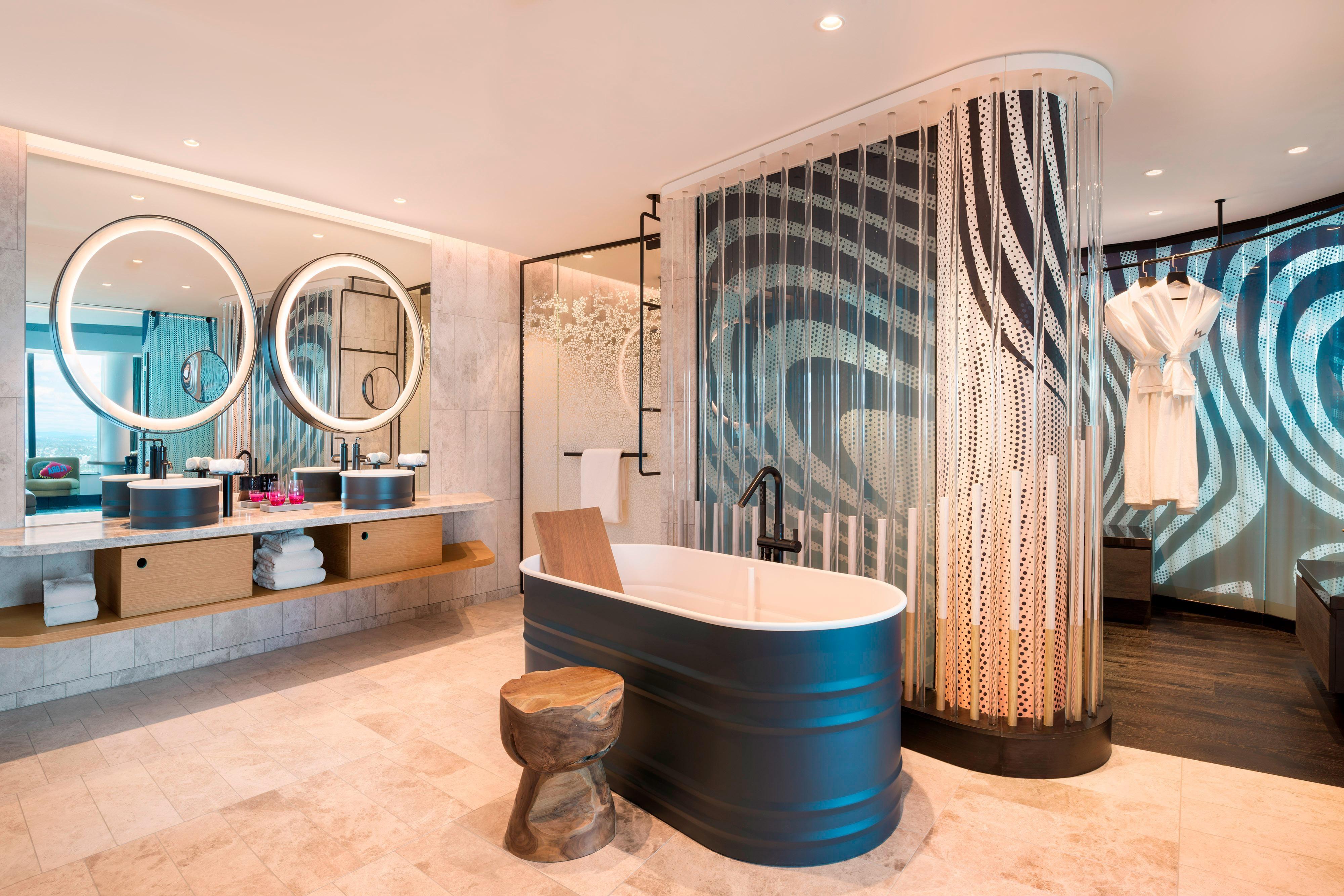 E WOW Suite - Bathroom