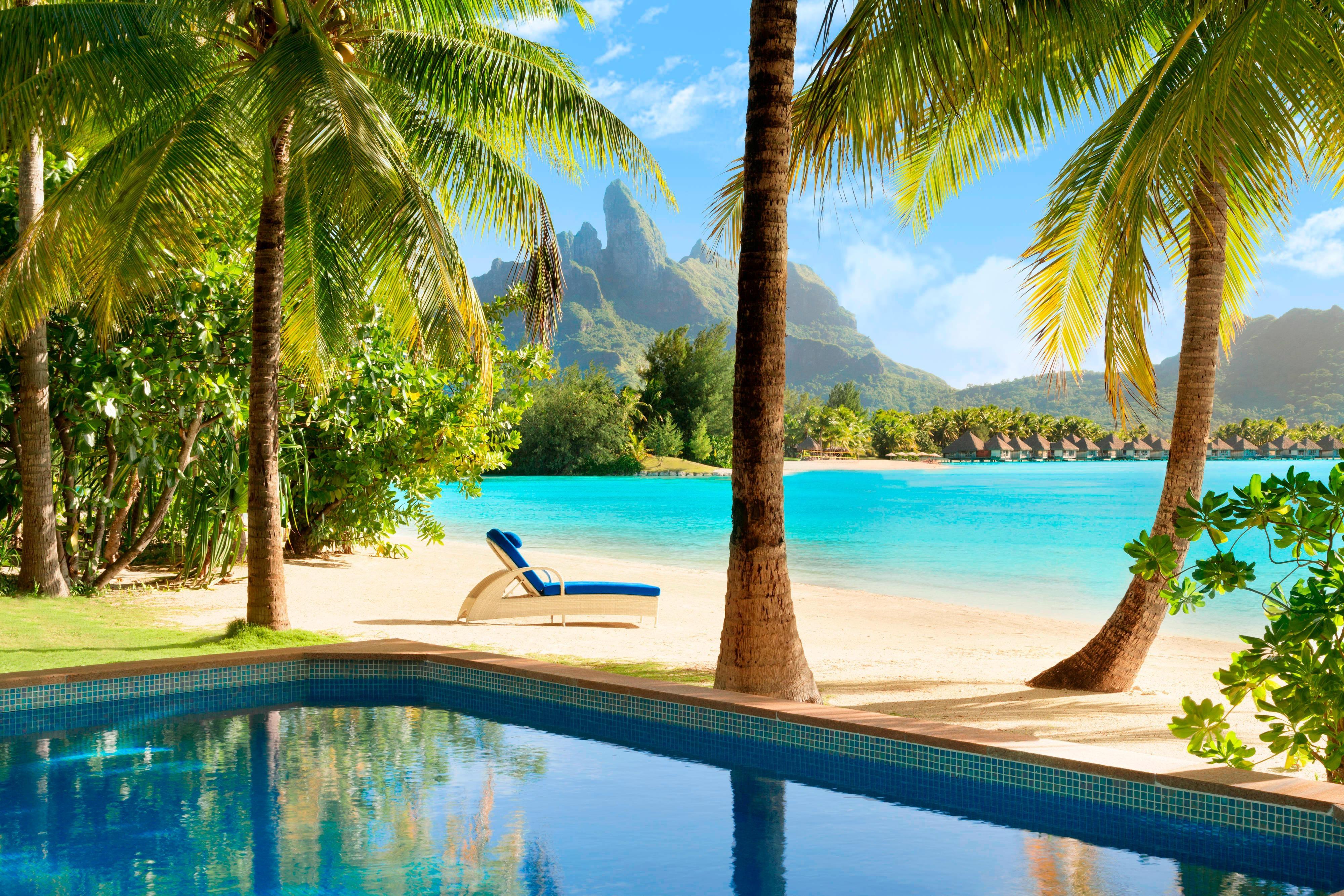 Вилла на пляже с бассейном