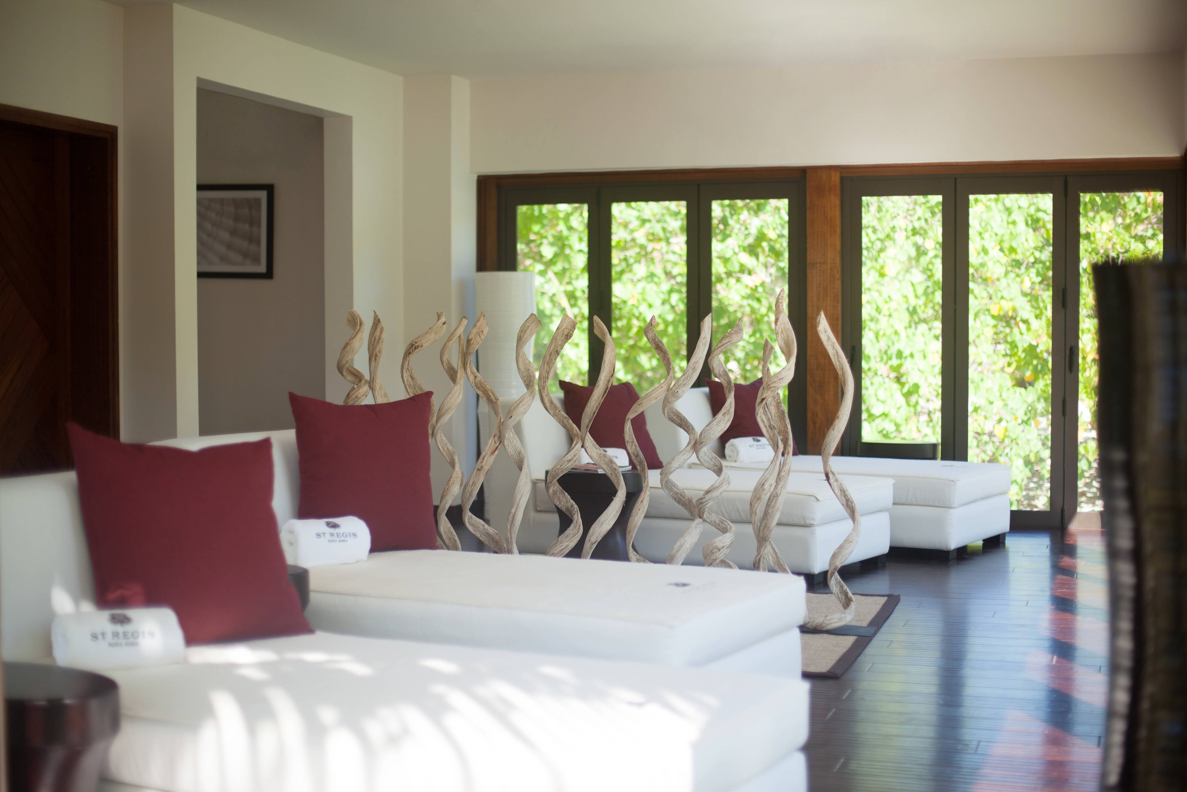 Spa Relaxation Room overlooKing Lagoonarium