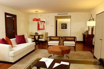 Sala de estar de la suite de Bogotá