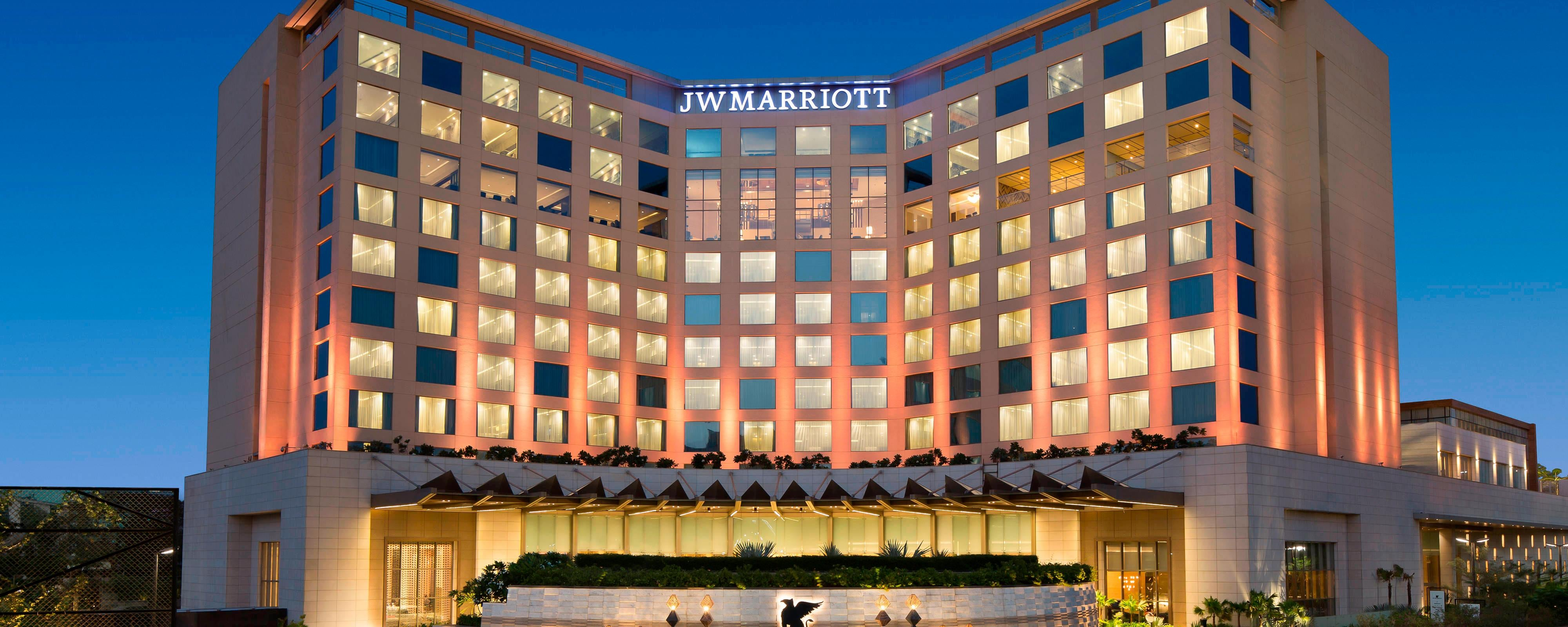 Hotel Near Dubai International Airport (DXB) | JW Marriott