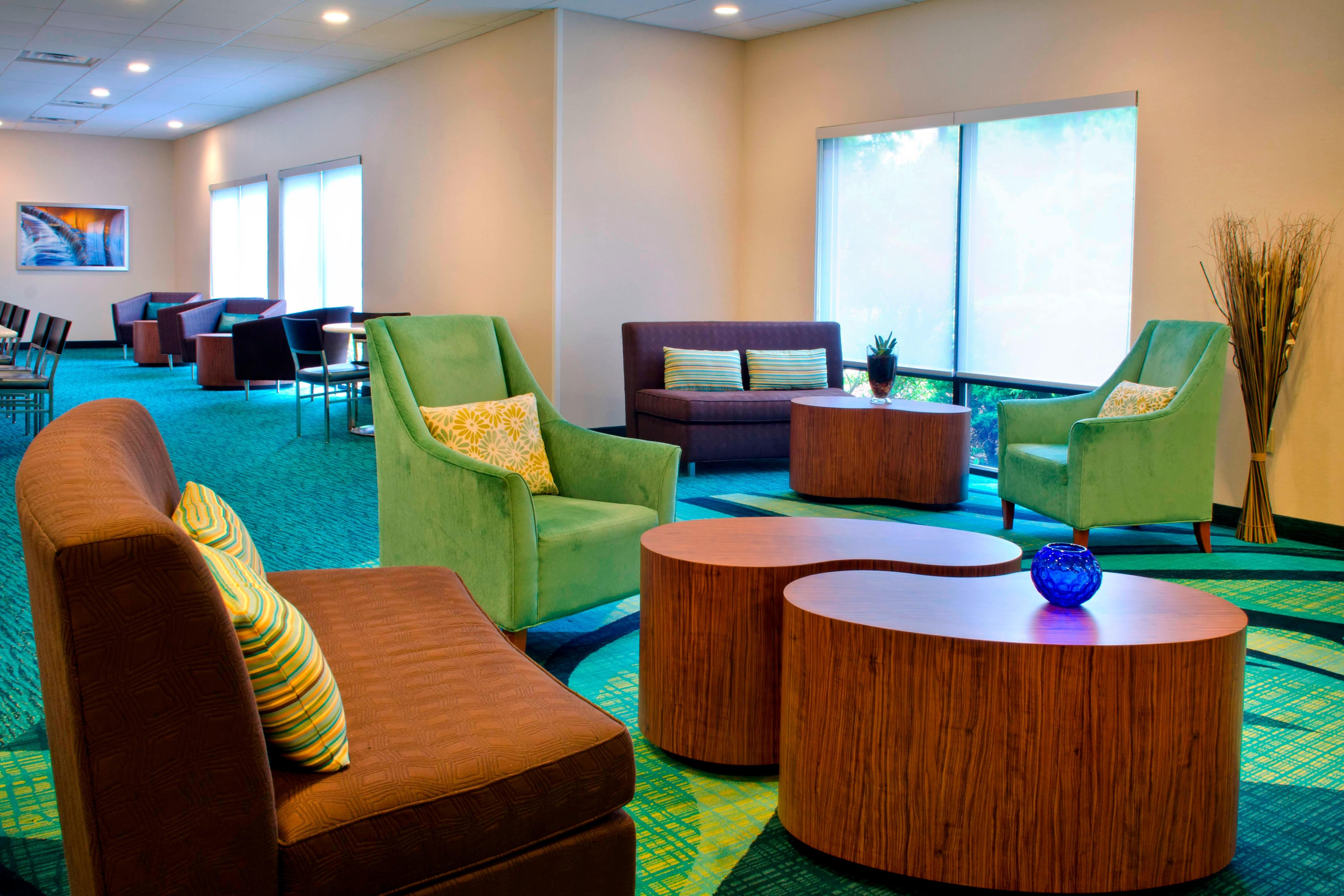 Andover Hotels - Lobby Lounge