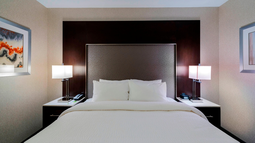 King Guest Room – Sleeping Area