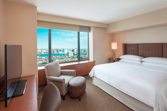 North Tower King Guest Room - Charles River View