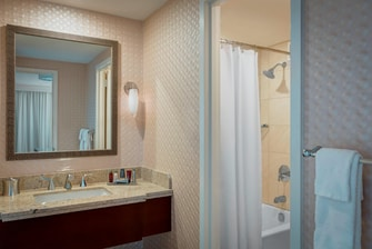 Baño de la suite de lujo del Boston Marriott Copley Place