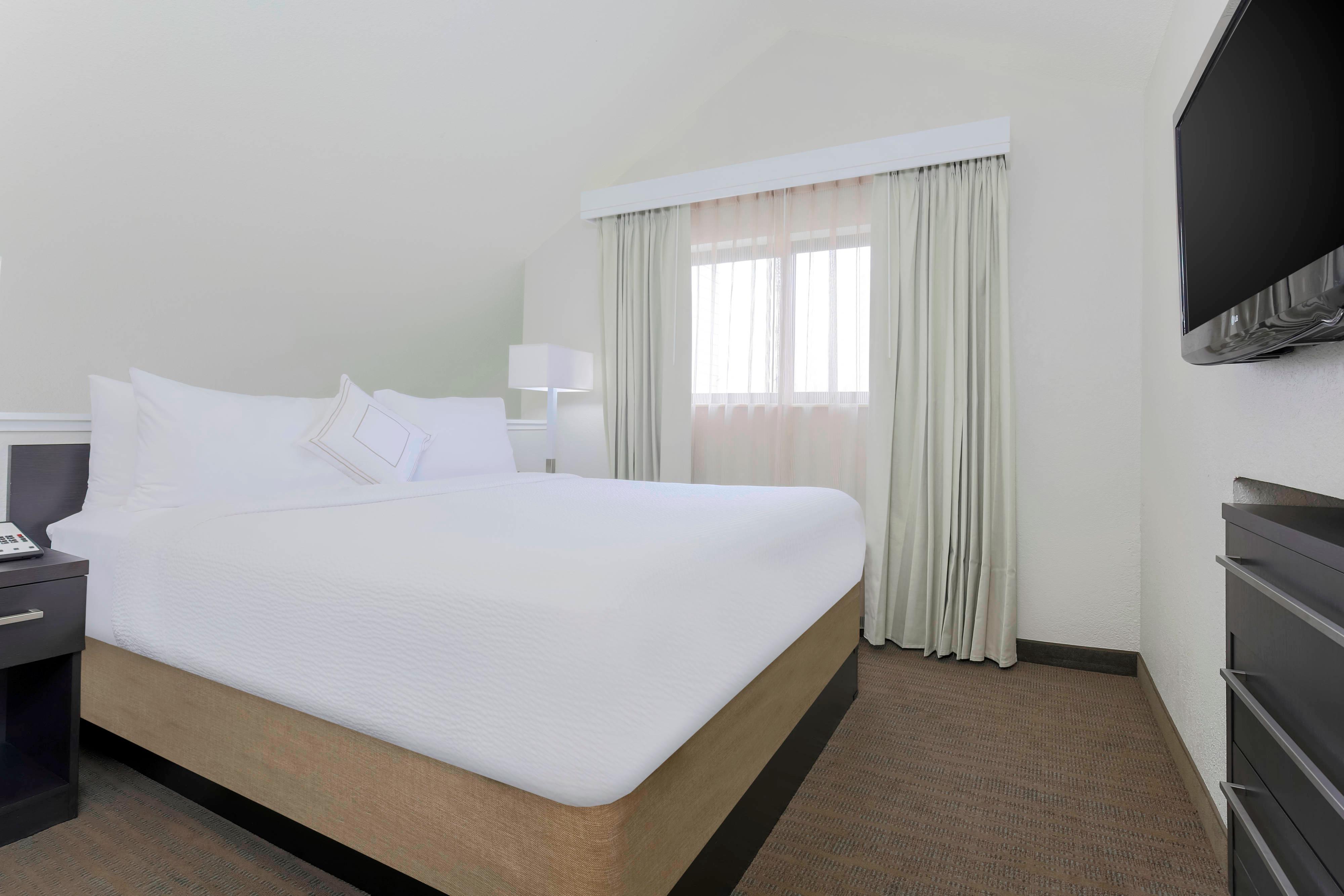 Penthouse Suite - Upper Floor Bedroom