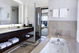 Double Grand Deluxe Corner Room Bathroom