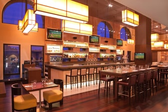 Bar del hotel en el puerto de Boston