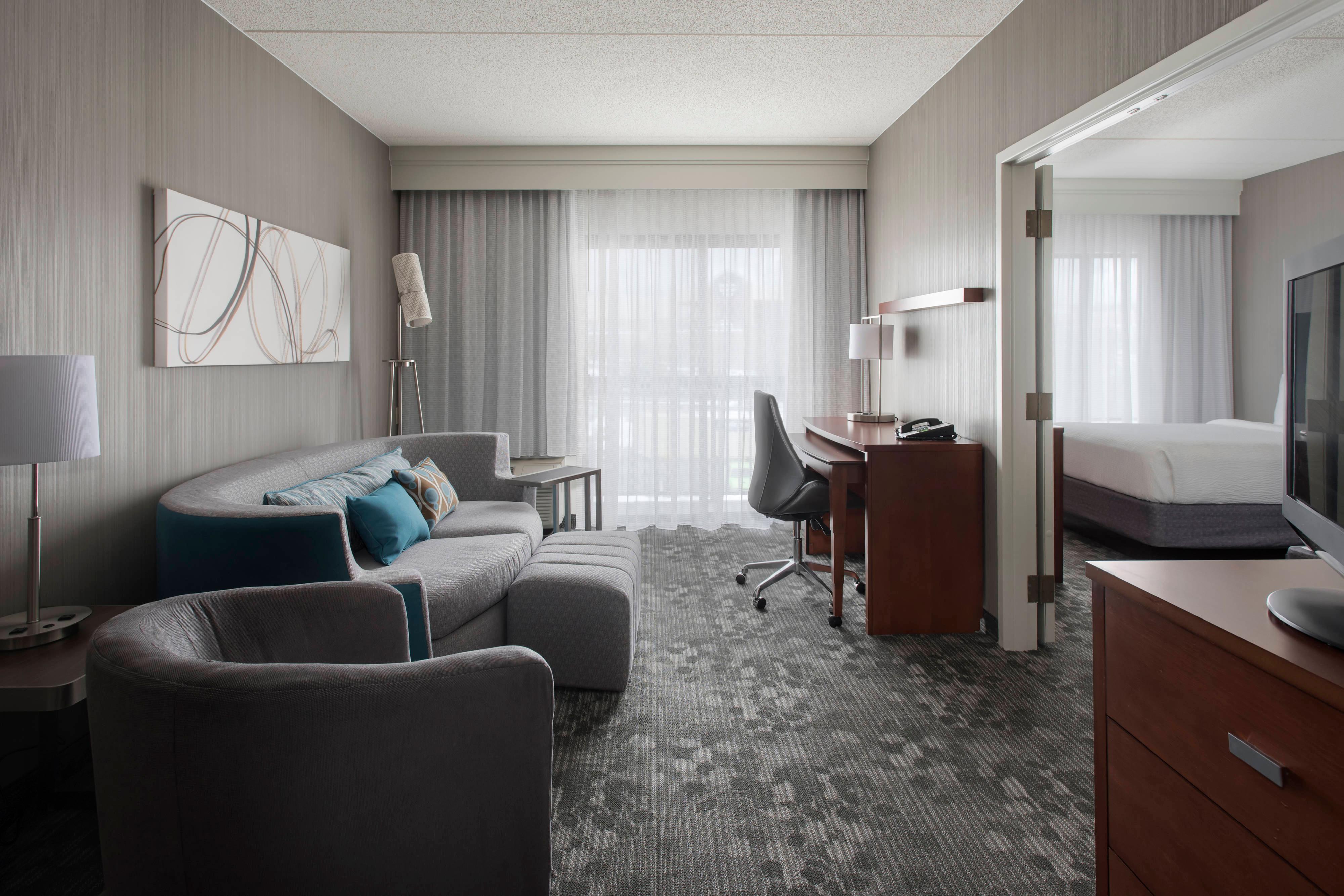 Queen Suite Living Area