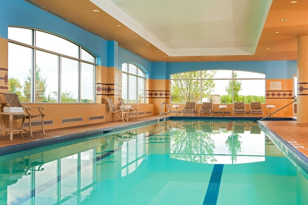Quincy hotel with pool