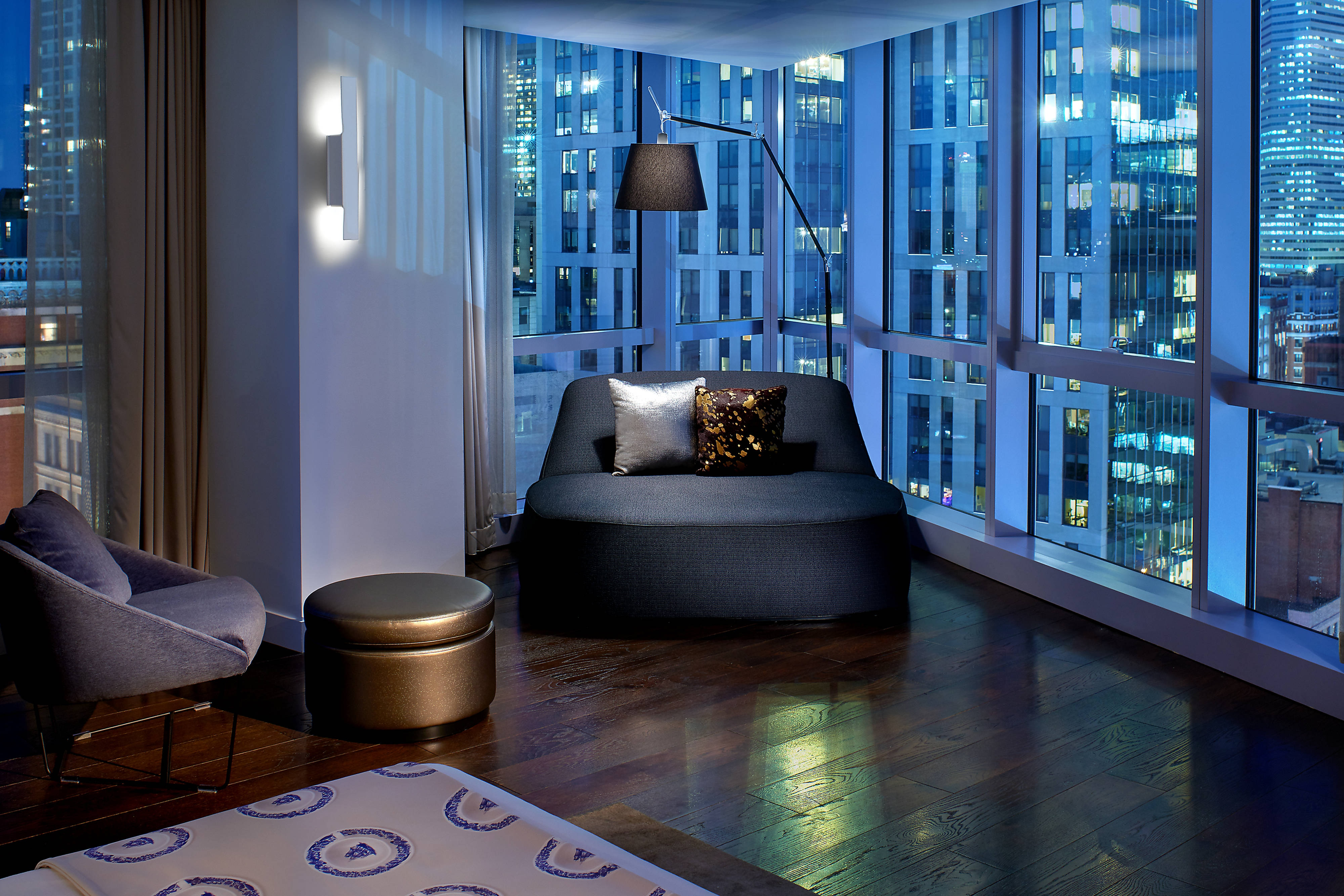 hotel rooms amenities w boston. Black Bedroom Furniture Sets. Home Design Ideas