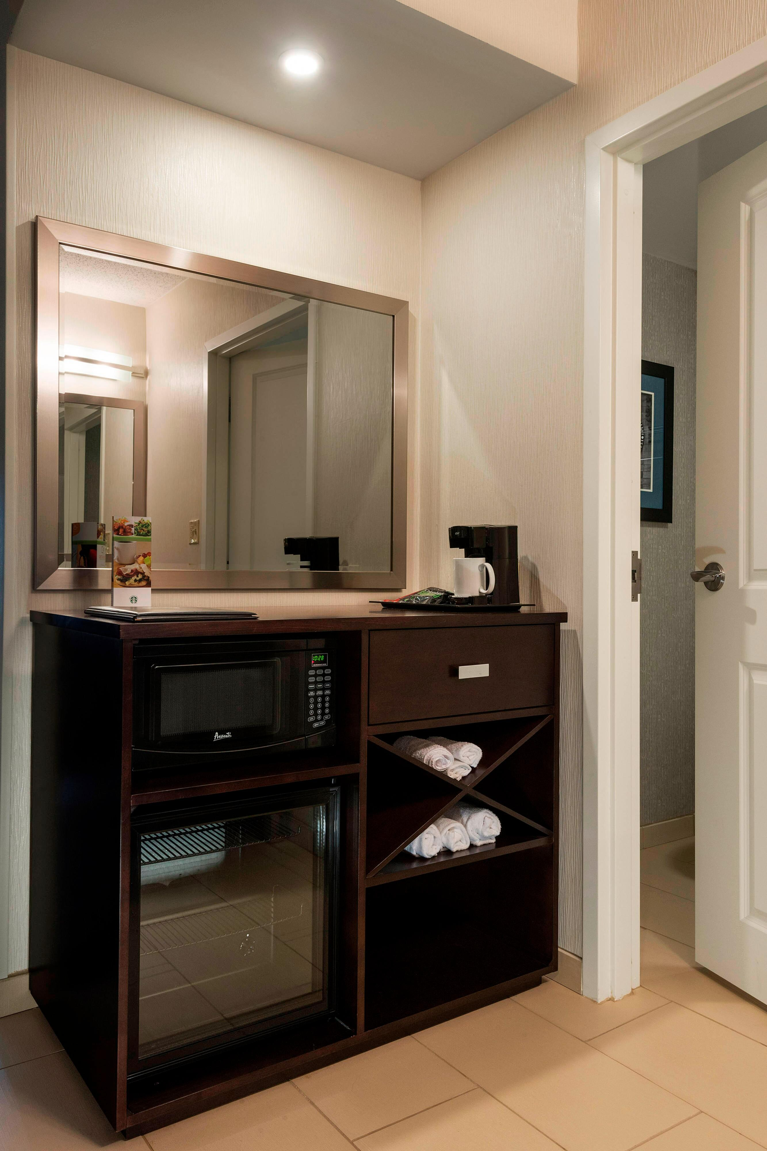 Guest Rooms amenities in Worcester, MA
