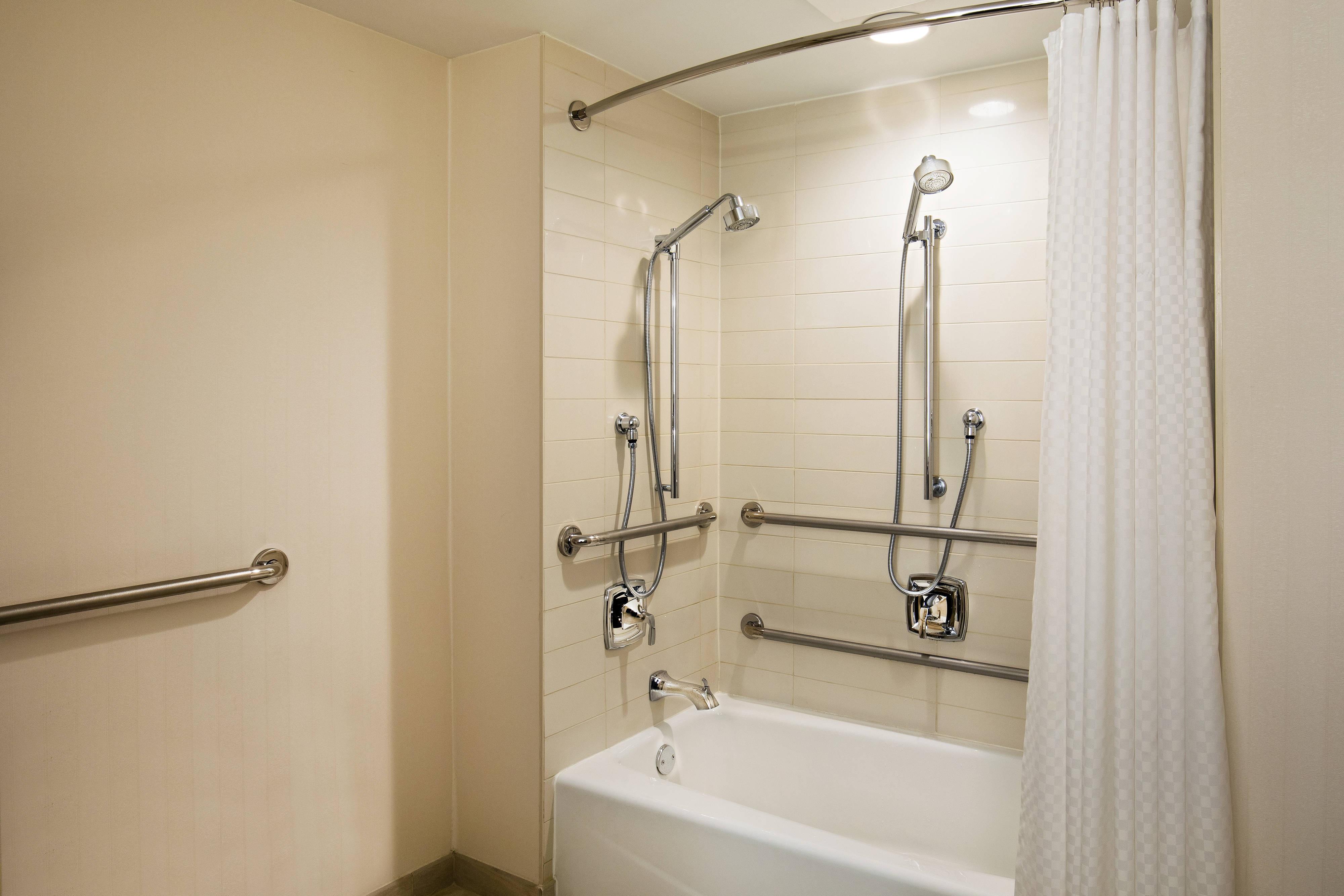 Baño coninstalaciones para personas con necesidades especiales