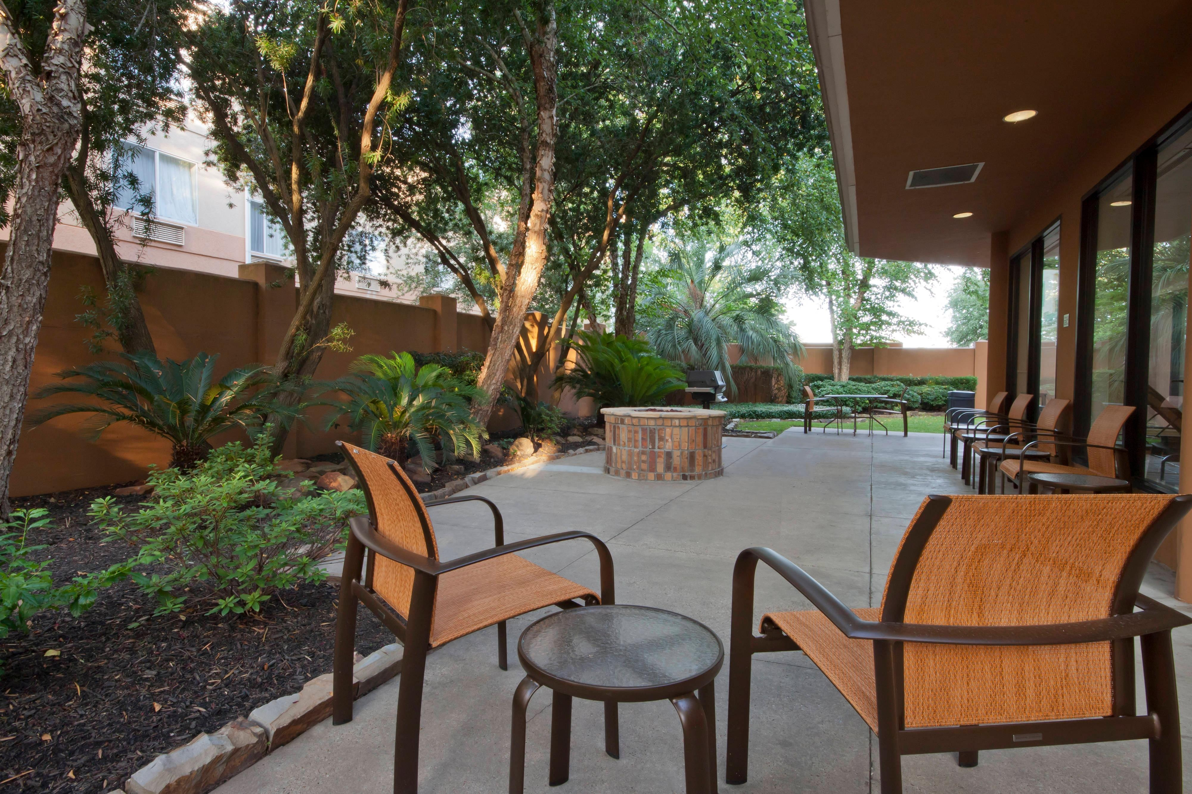 Beaumont Texas Hotel Outdoor Courtyard