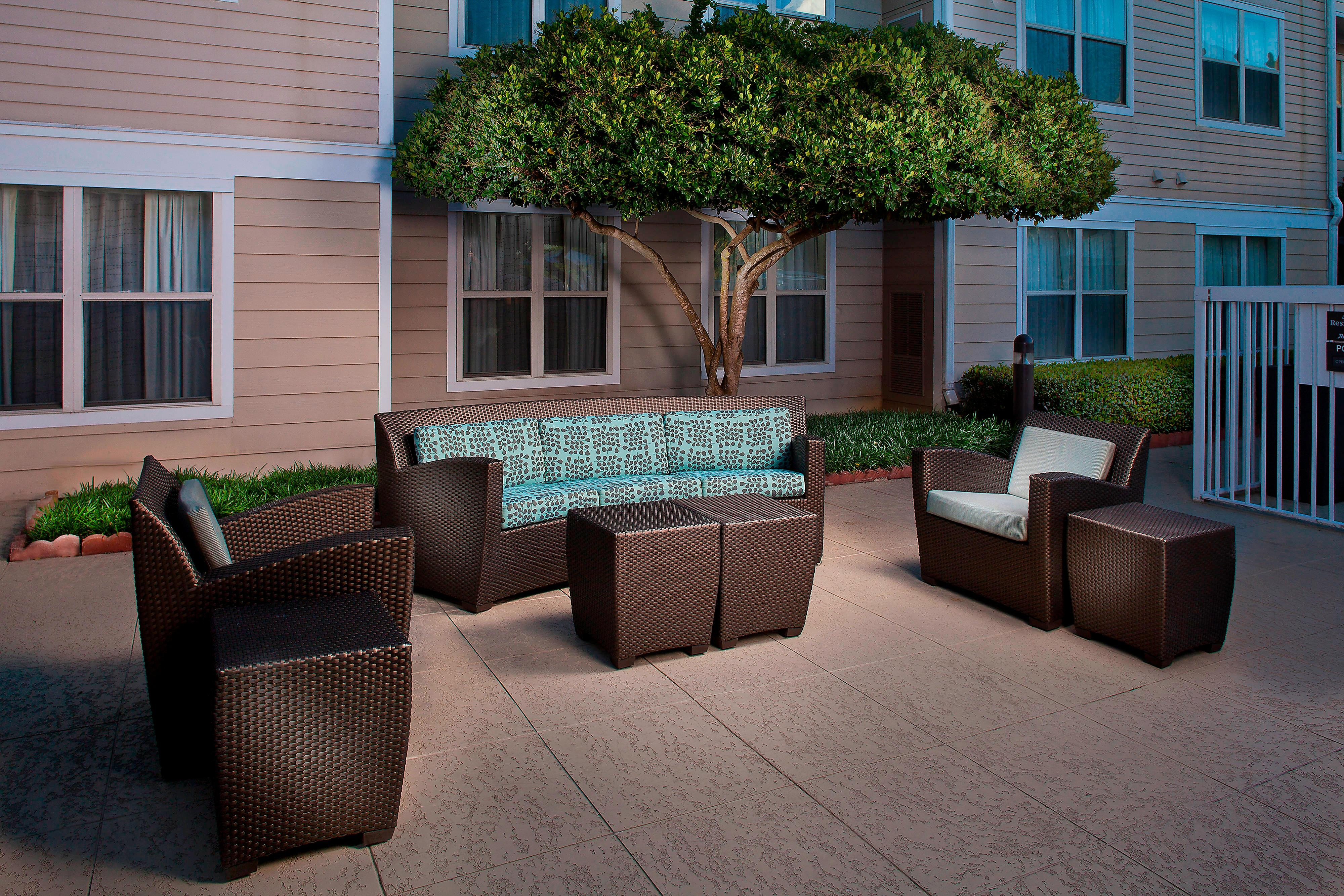 Residence Inn Baton Rouge Outdoor Area