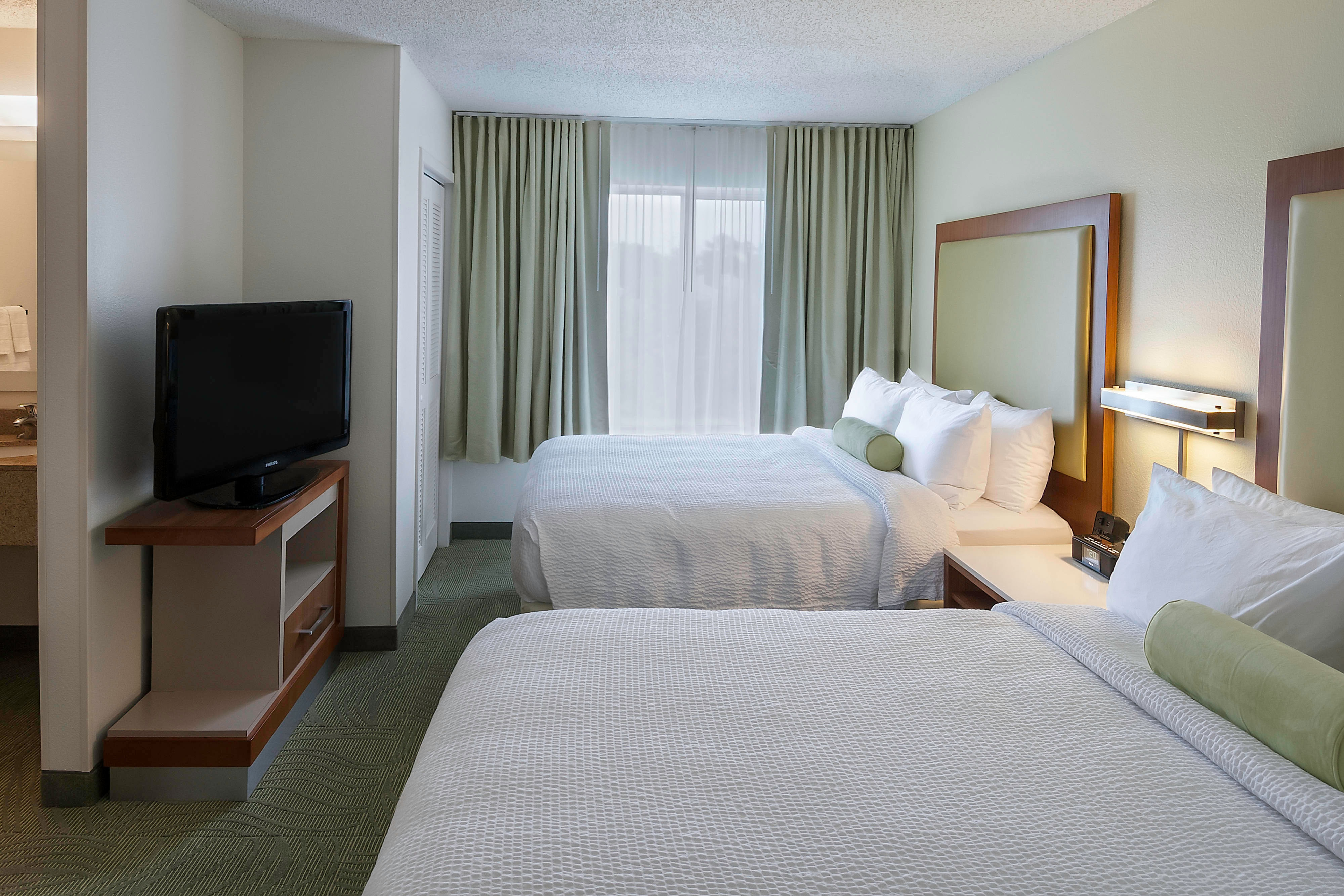 SpringHill Baton Rouge Queen Guest Room