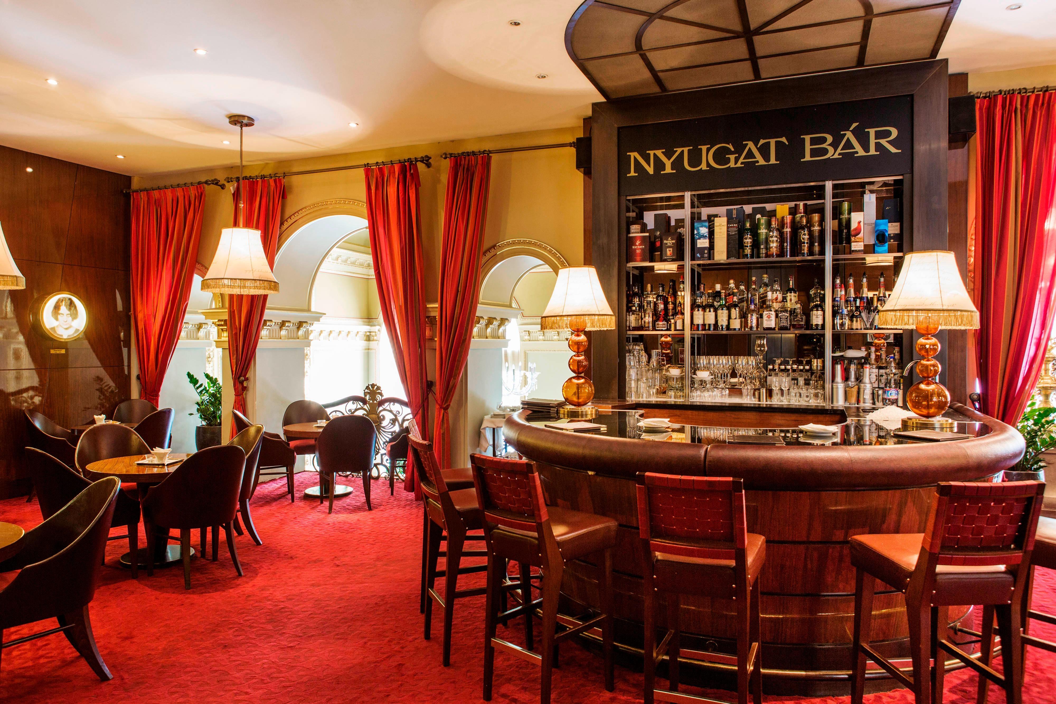 Bar in Luxushotel in Budapest