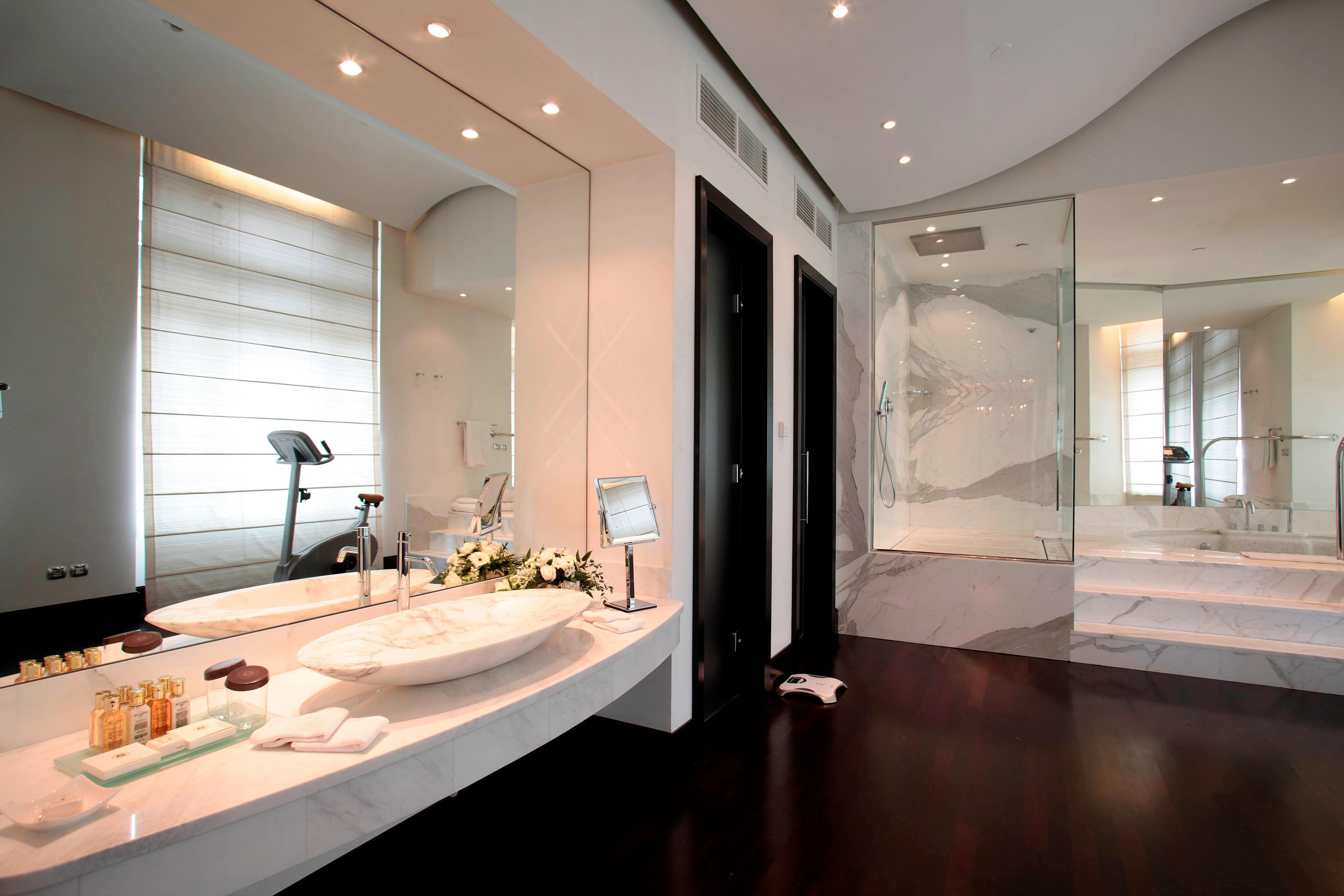 Presidential Suite Budapest, marble bathroom