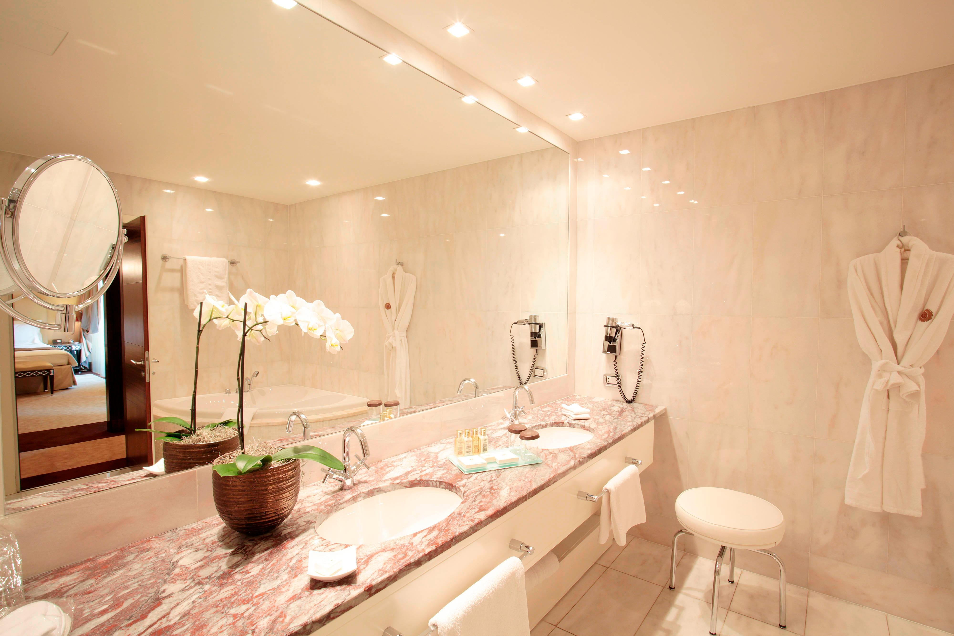 Executive Suite Budapest, marble bathroom