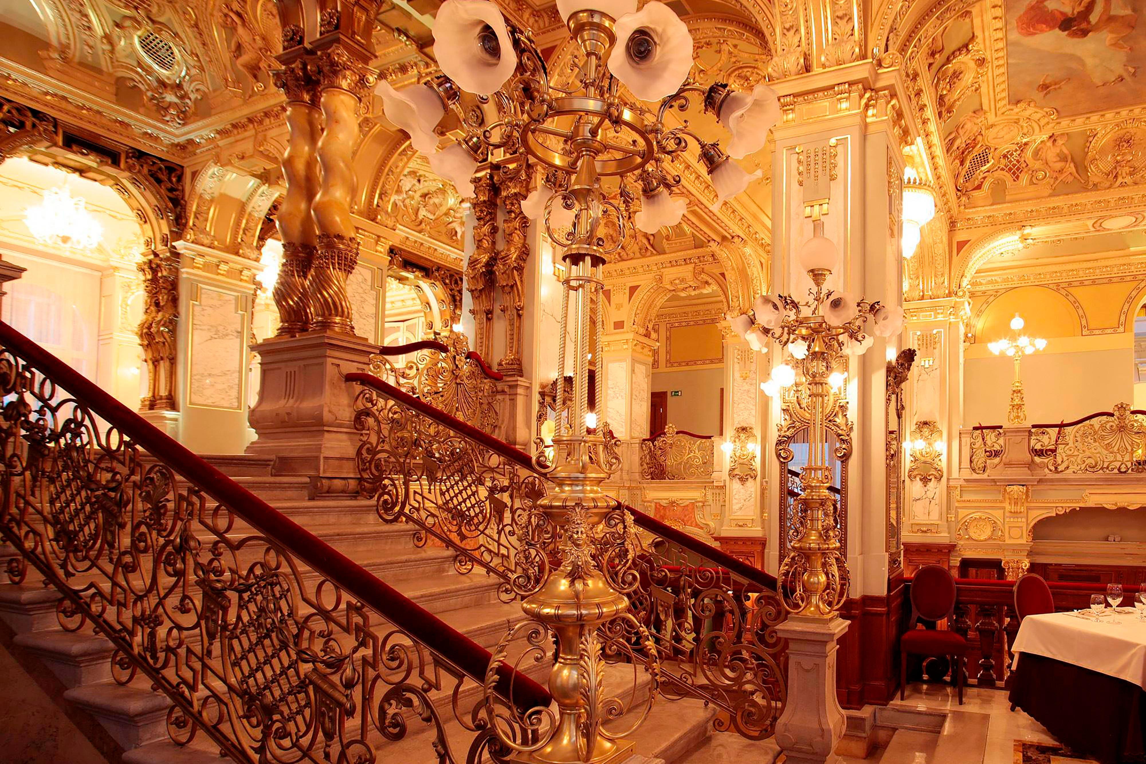 Eingang von Hotelrestaurant in Budapest