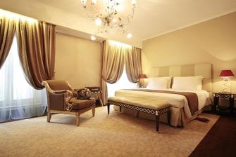 Schlafzimmer einer Suite in Budapest
