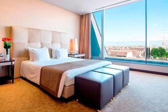 Hotelzimmer mit Balkon in Budapest
