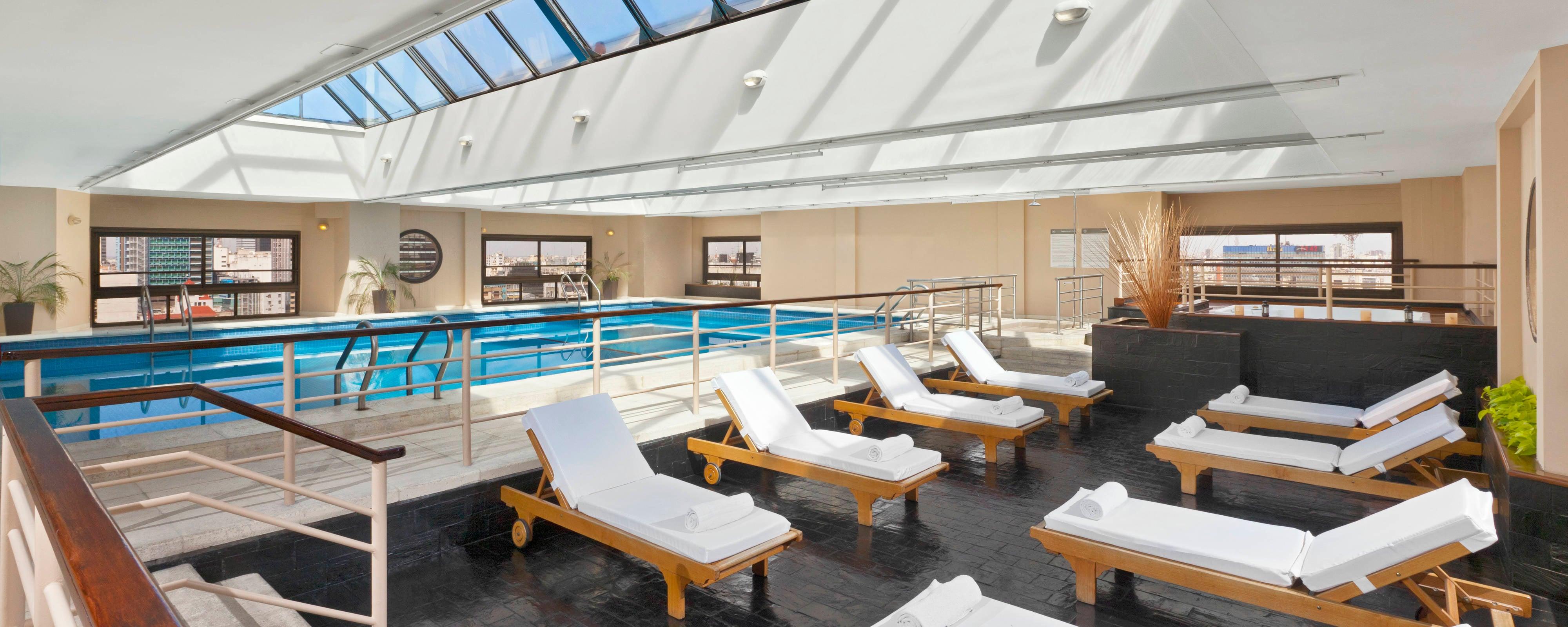 Pool- und Entspannungsbereich