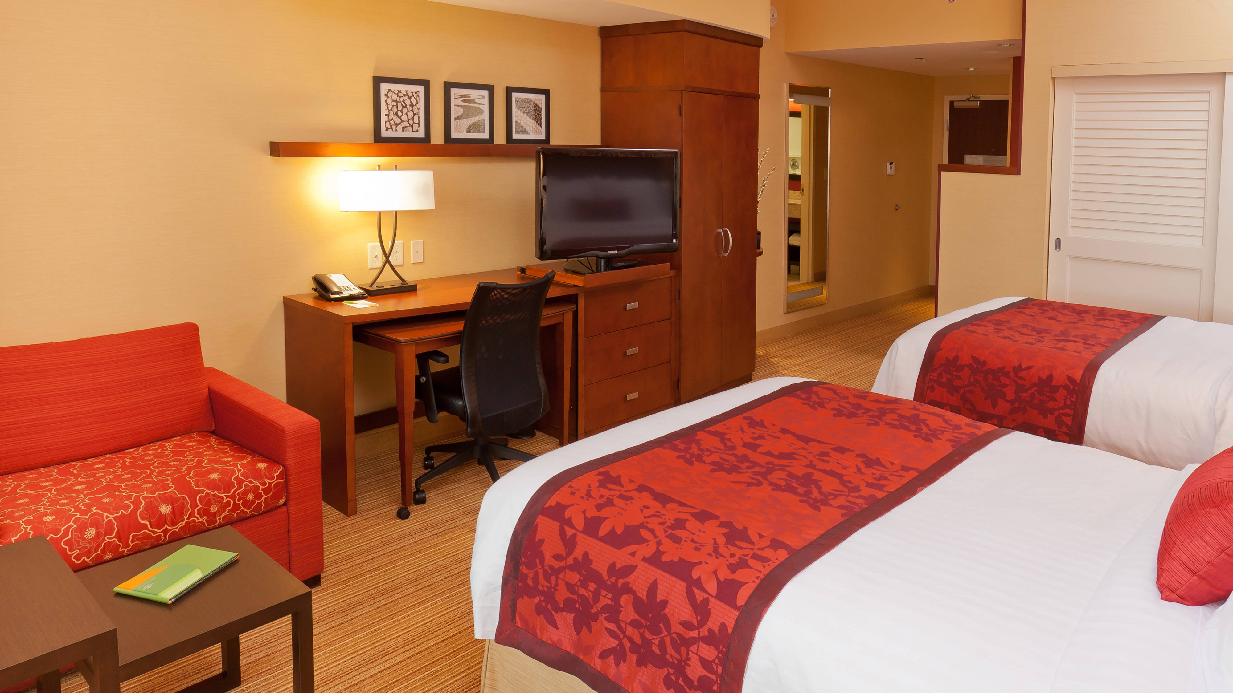 Buffalo hotel room with 2 beds