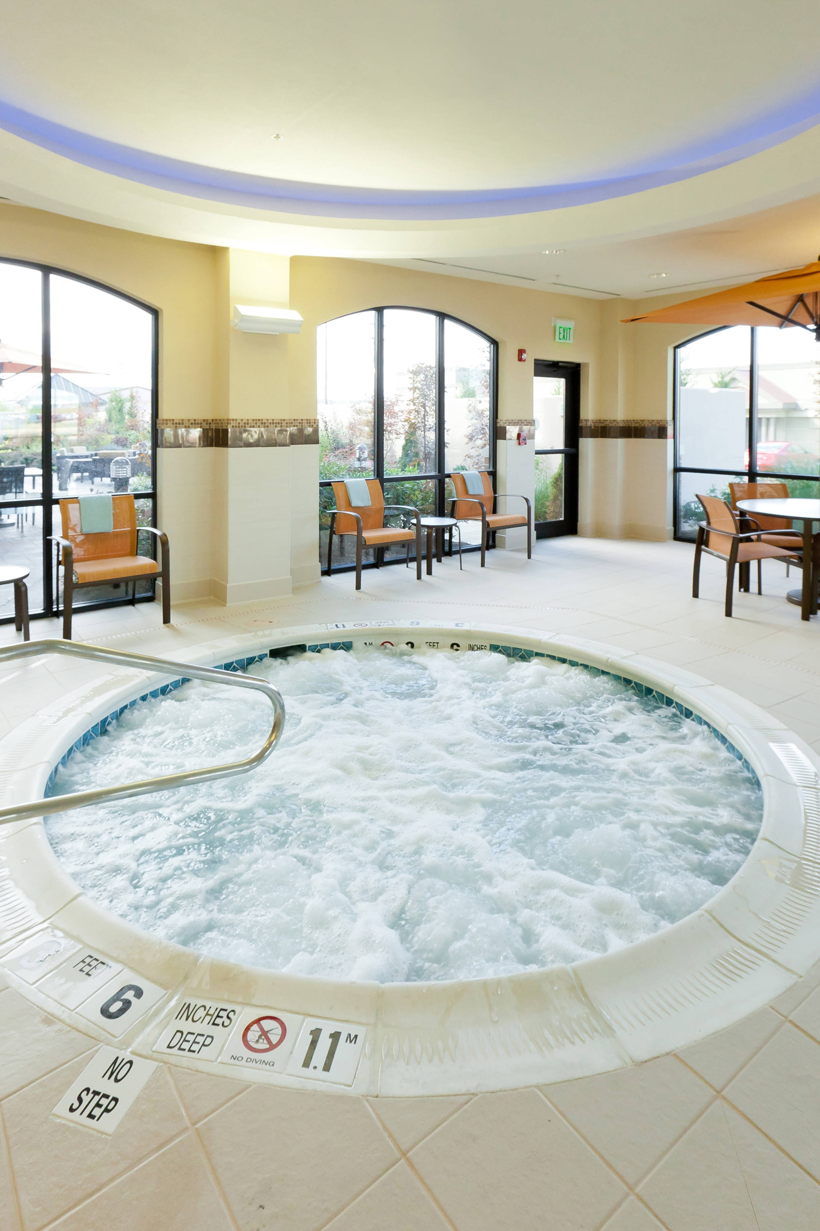 Buffalo hotel with whirlpool spa