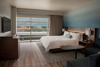 King Room Marriott HARBORCENTER Hotel