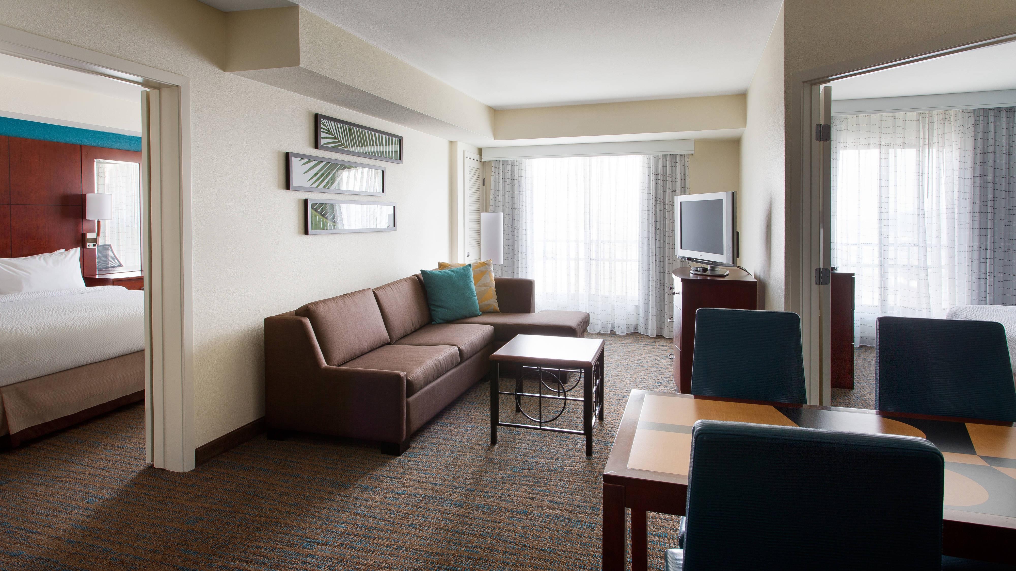 Two-Bedroom Suites in Burbank, CA