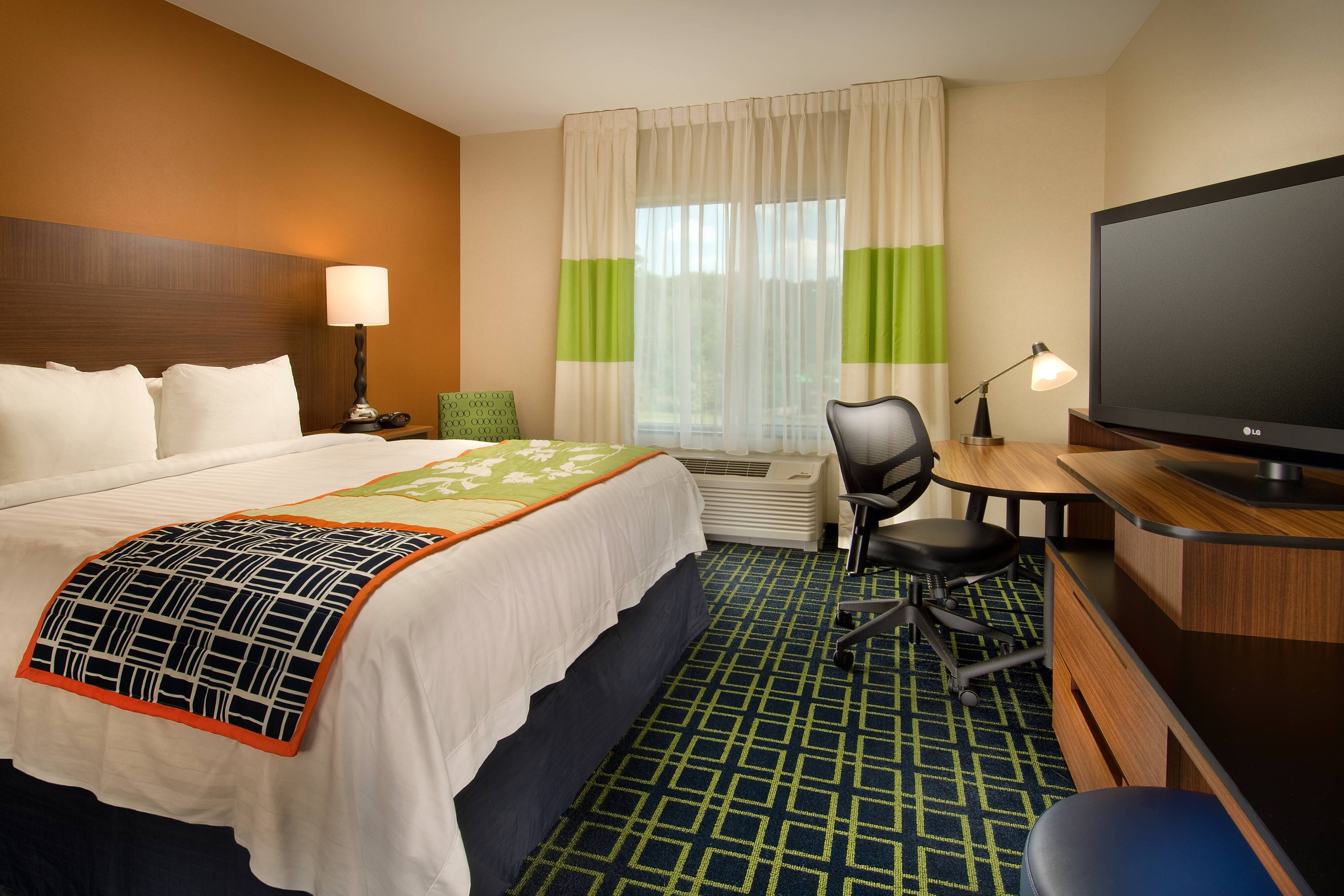Baltimore MD Airport Hotel Guestroom