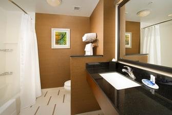 Arundel Mills hotel guest bathroom