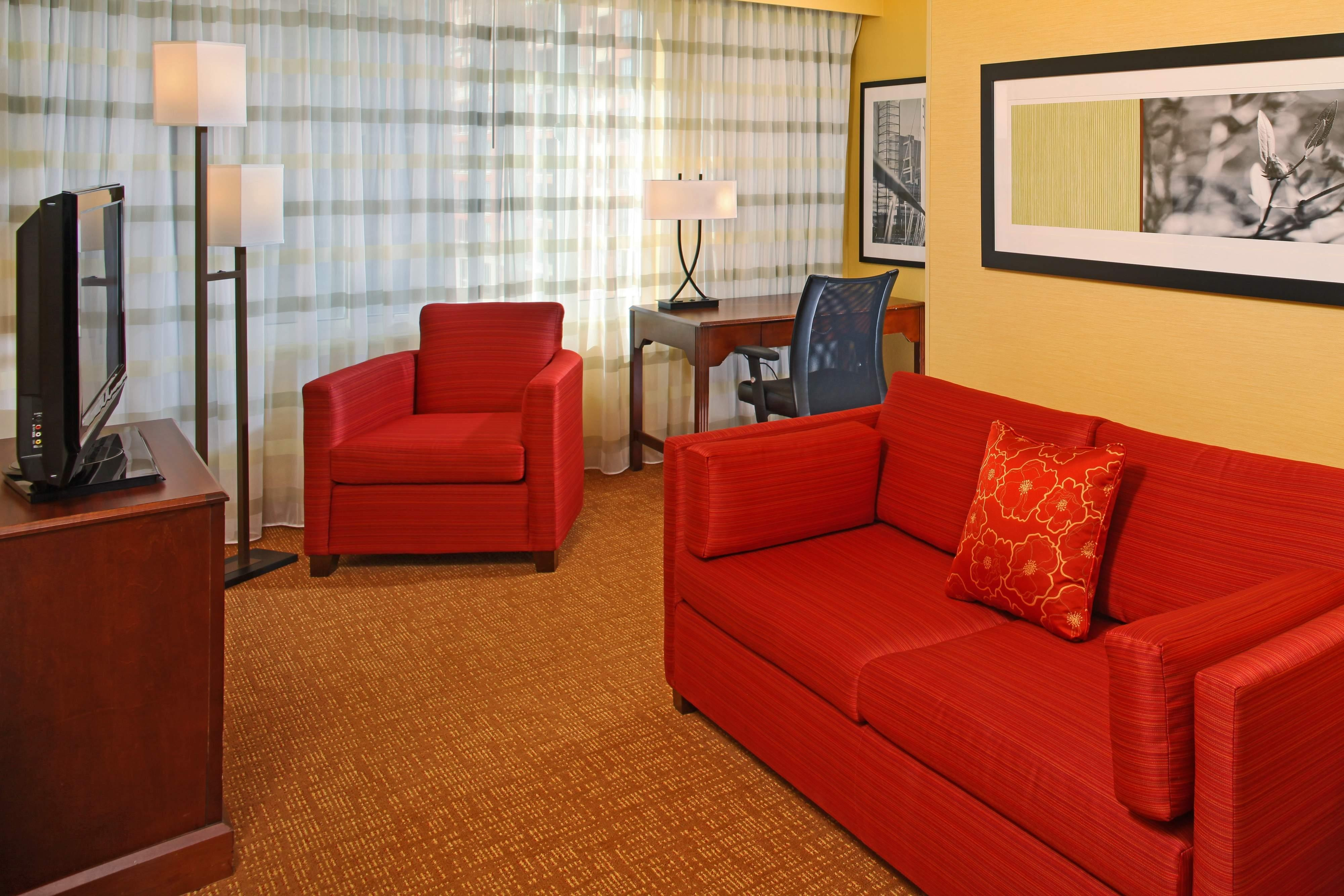 Courtyard Baltimore Downtown King Suite