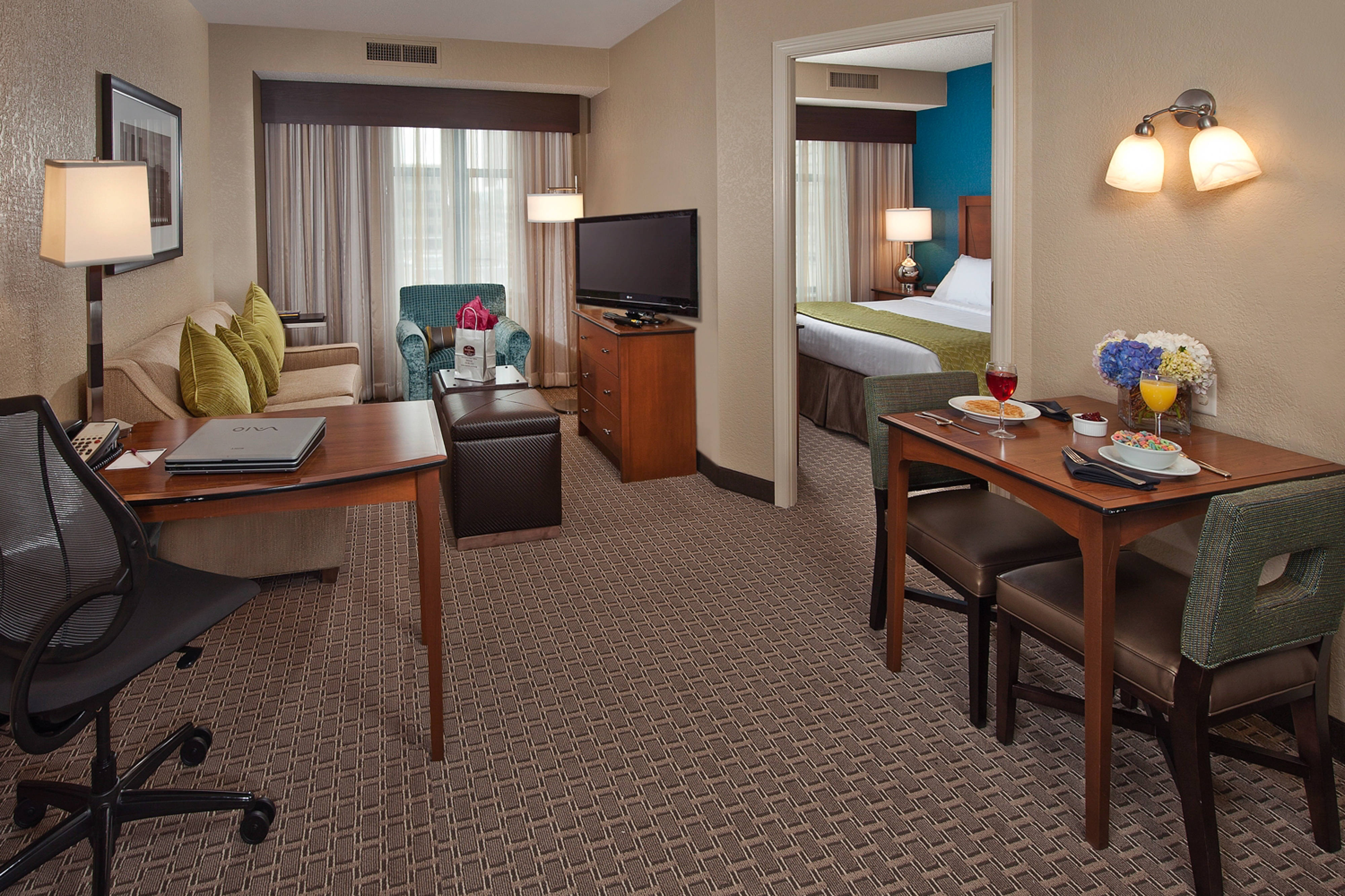 us holidayinnexpress inn ihg bedroom en hoteldetail new in downtown by orleans holiday suites express hotel hotels msyka