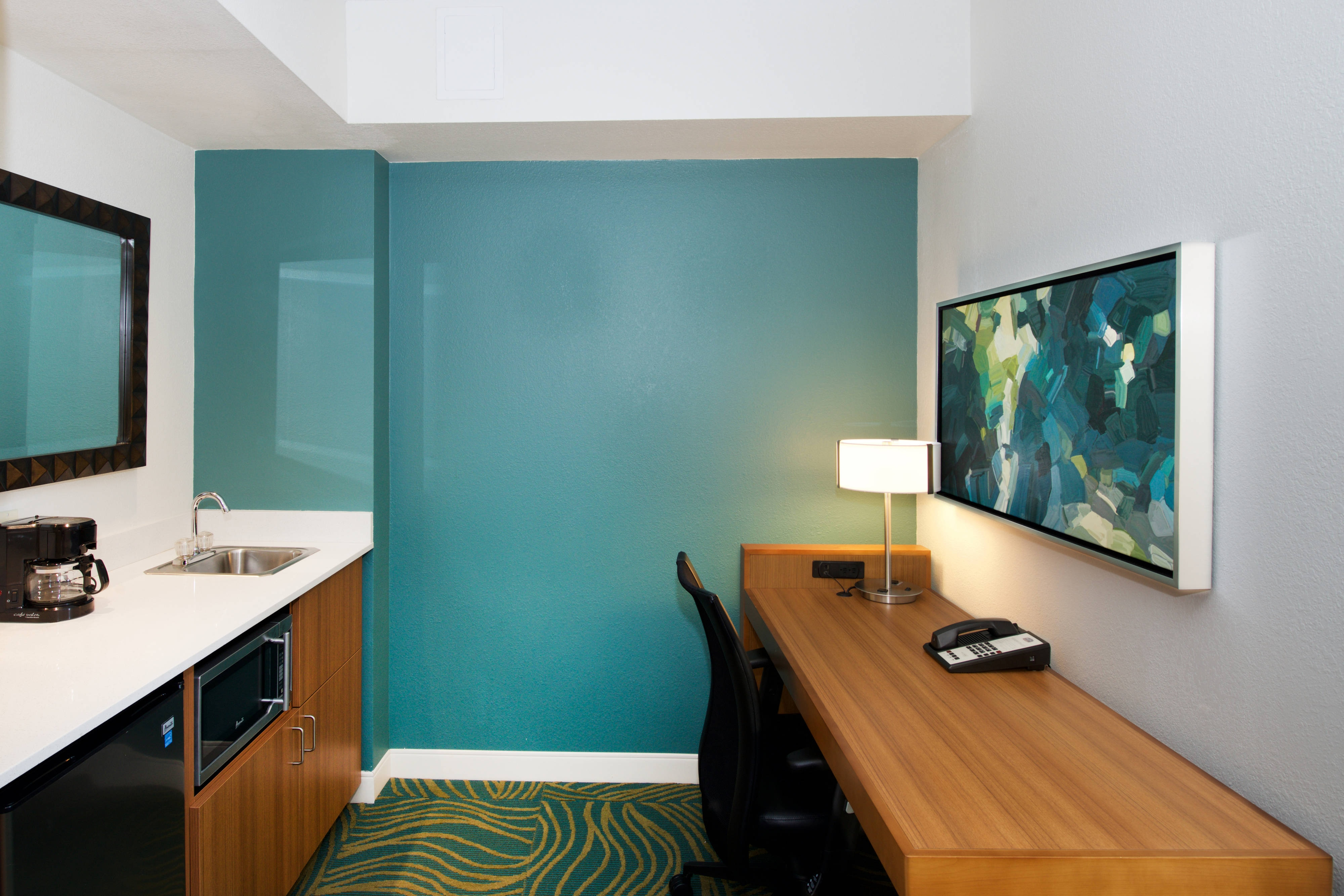 SpringHill BWI Baltimore Suite amenities
