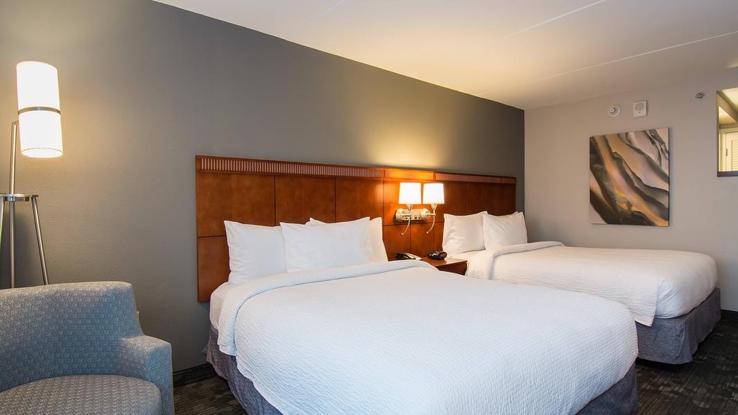 Queen/Queen Guest Room – Sleeping Area