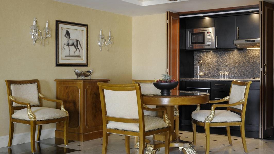 Küche in der Ambassador Suite im Marriott in Kairo