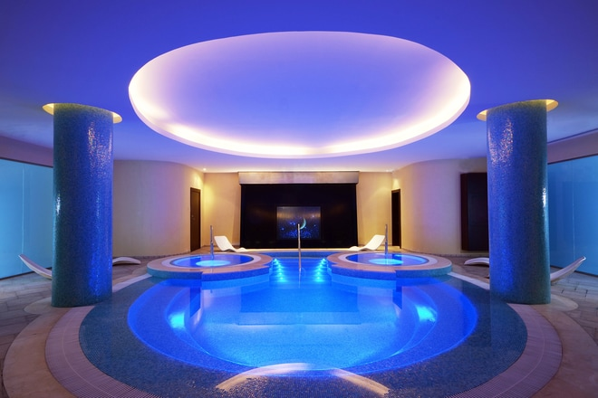 Explore Spa - Pool and Jacuzzi