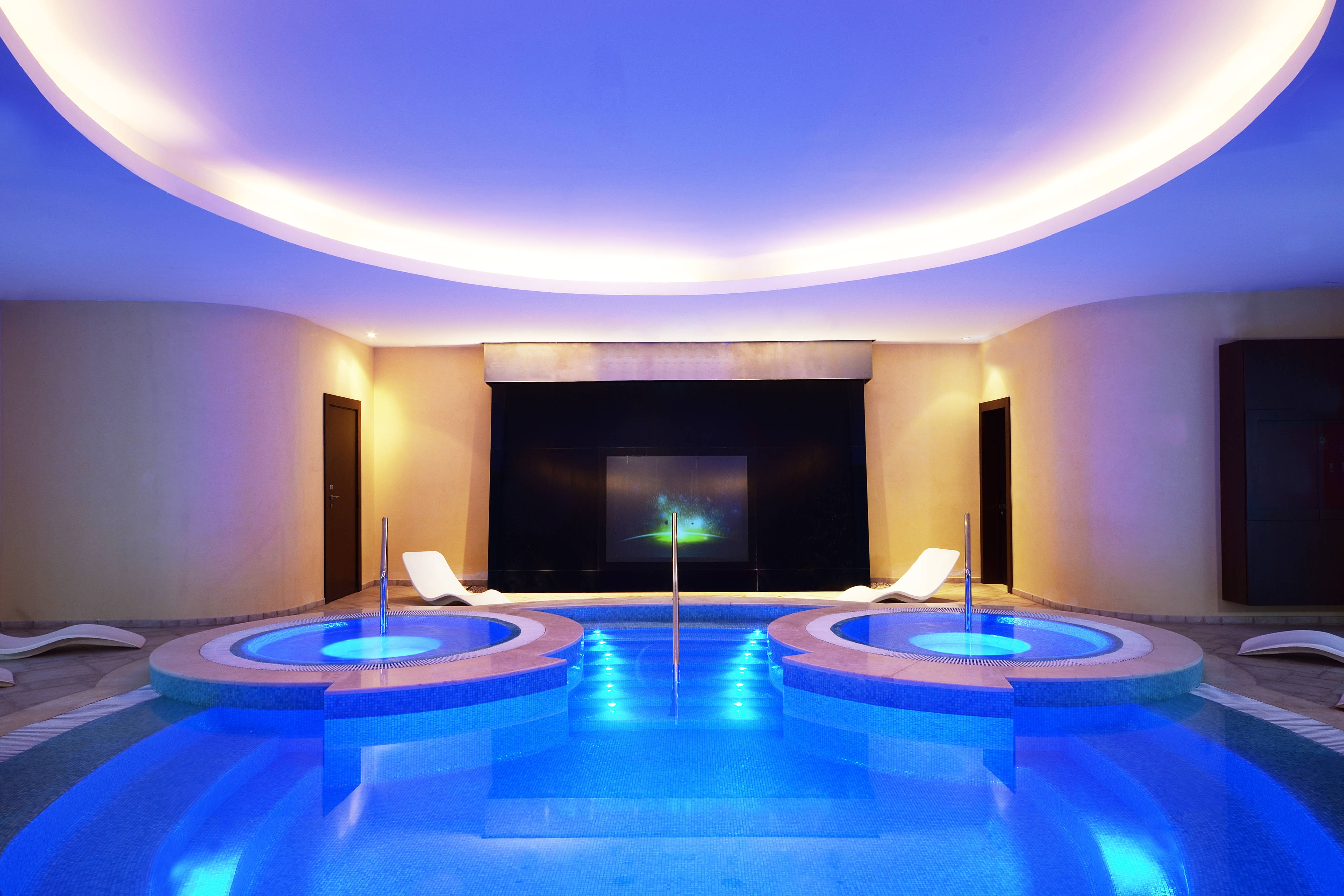 Explore Spa Pool and Jacuzzi