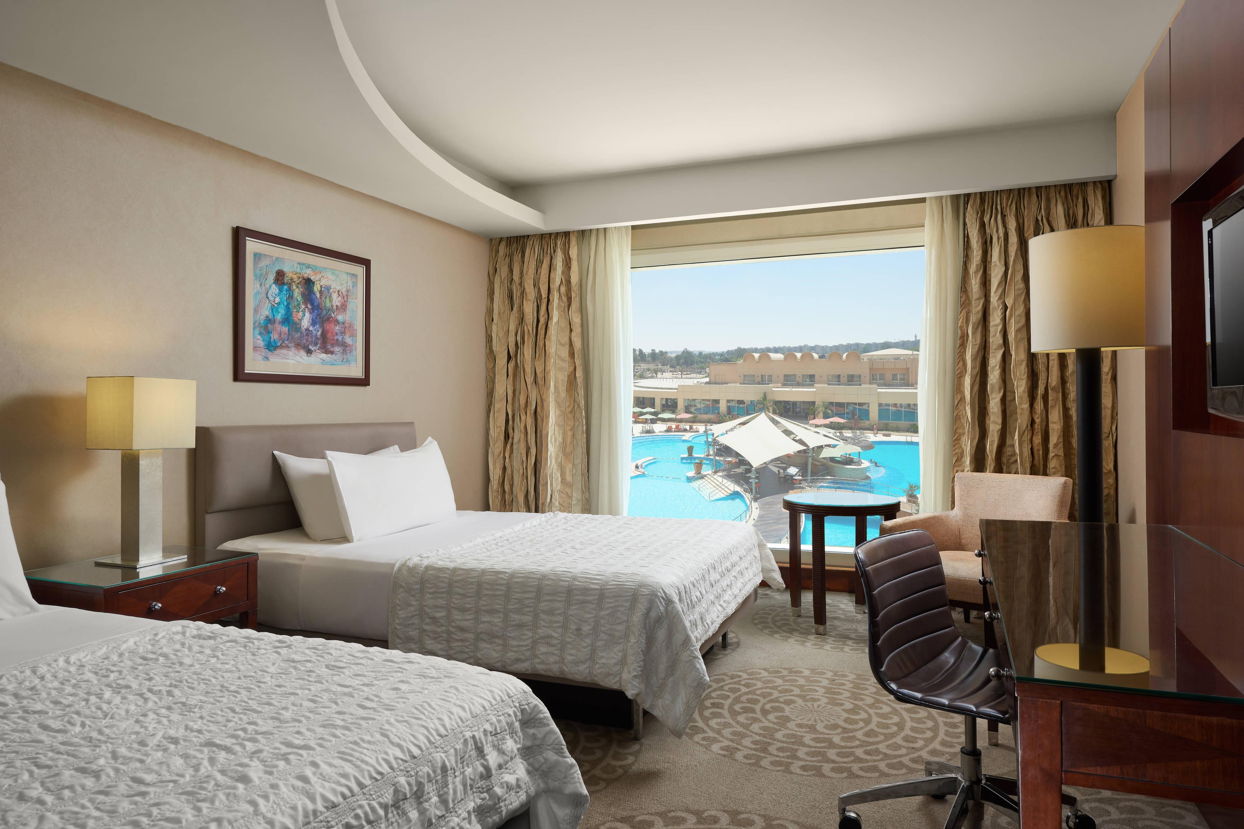 Премиальный номер с 2 односпальными кроватями, вид на бассейн