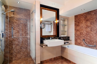 Corner Suite - Bathroom