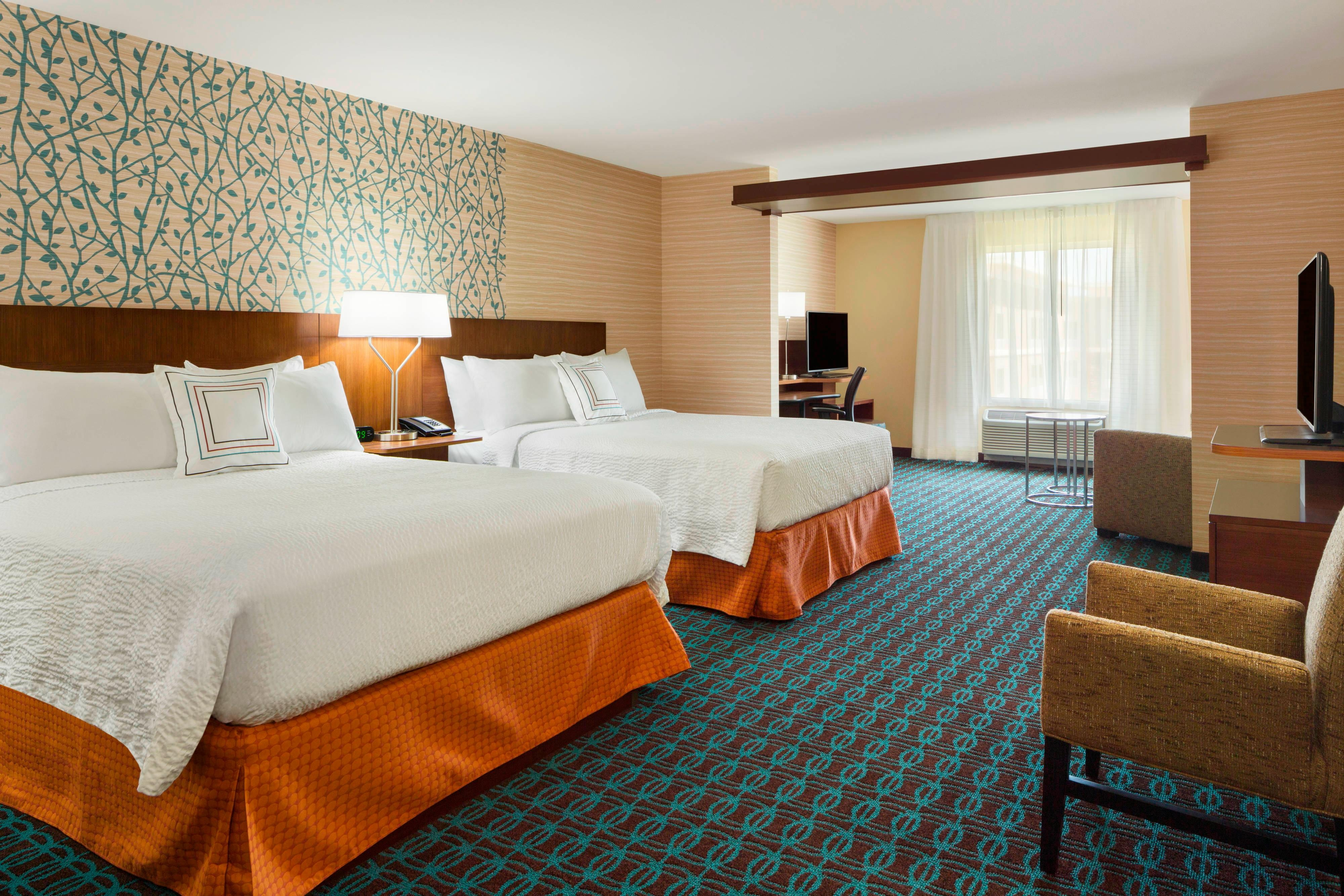 Queen bed hotel rooms Akron