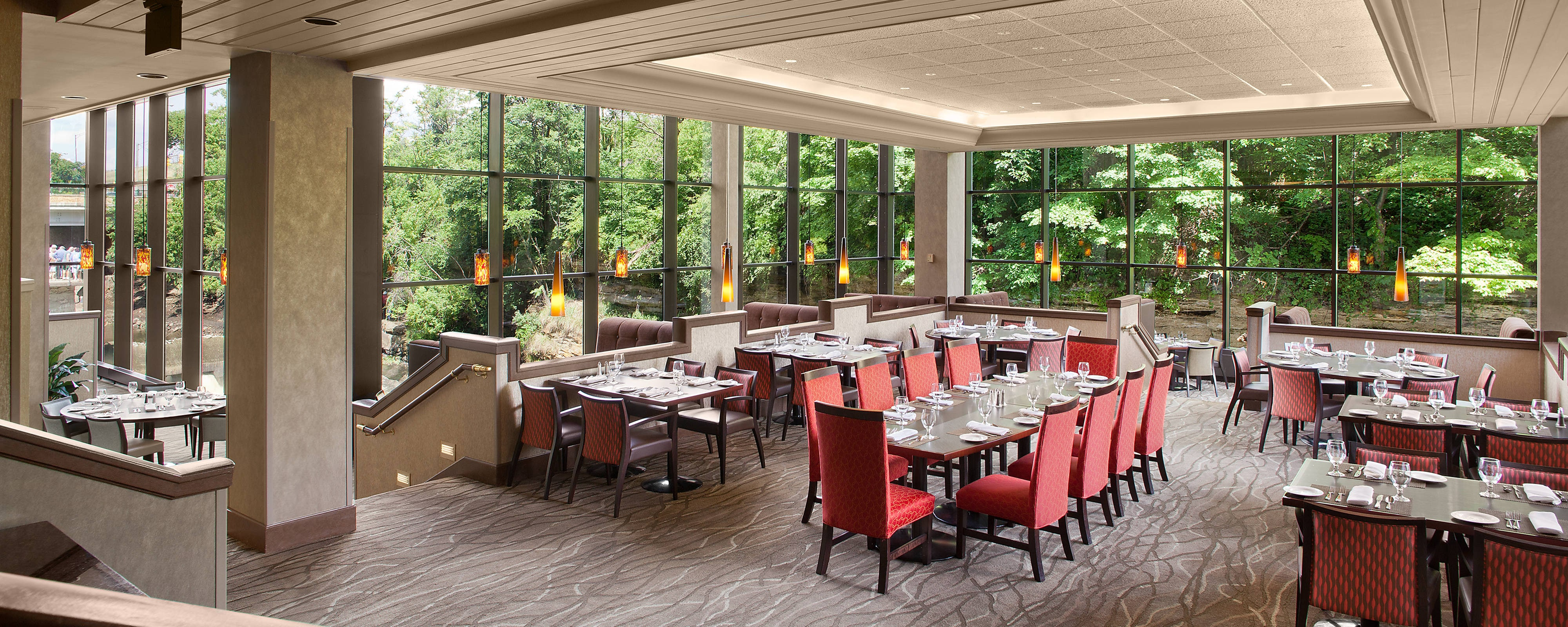 Cuyahoga Hotels with Dining & Restaurants | Sheraton Suites
