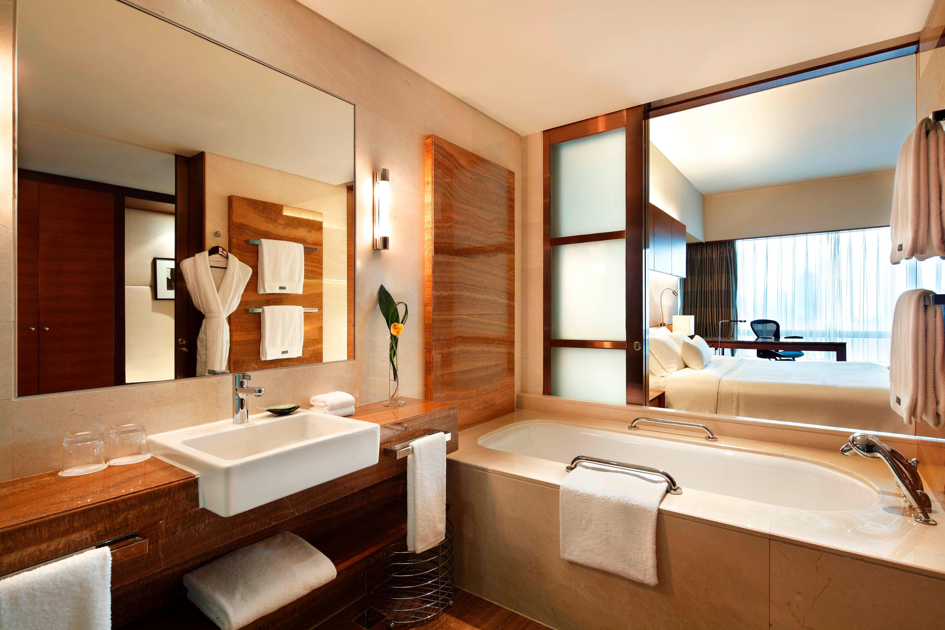 Grand Executive Deluxe Guest room, 2 Twin/Single Bed(s), Stadium view- Bathroom