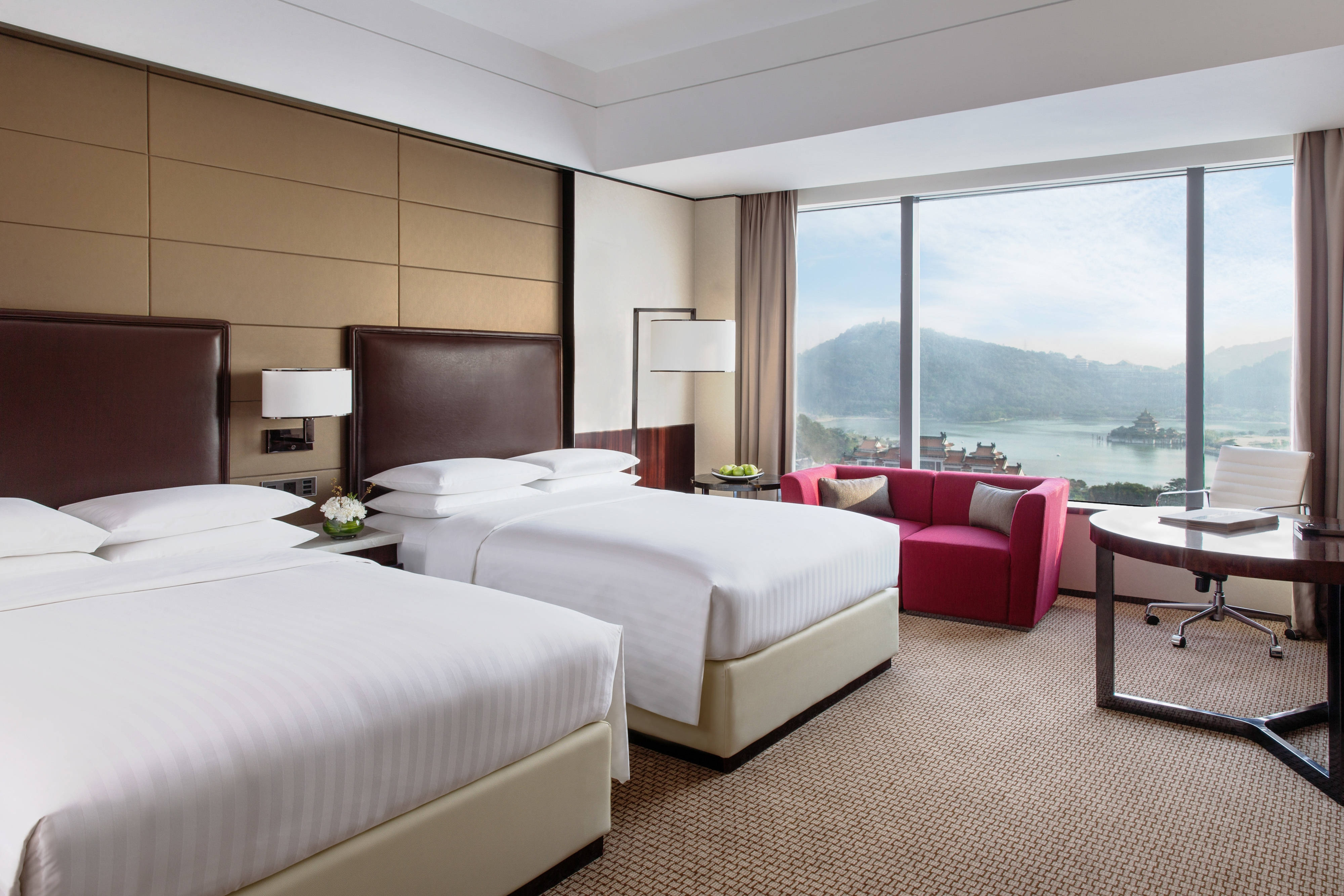 Deluxe Guest Room - Lake View