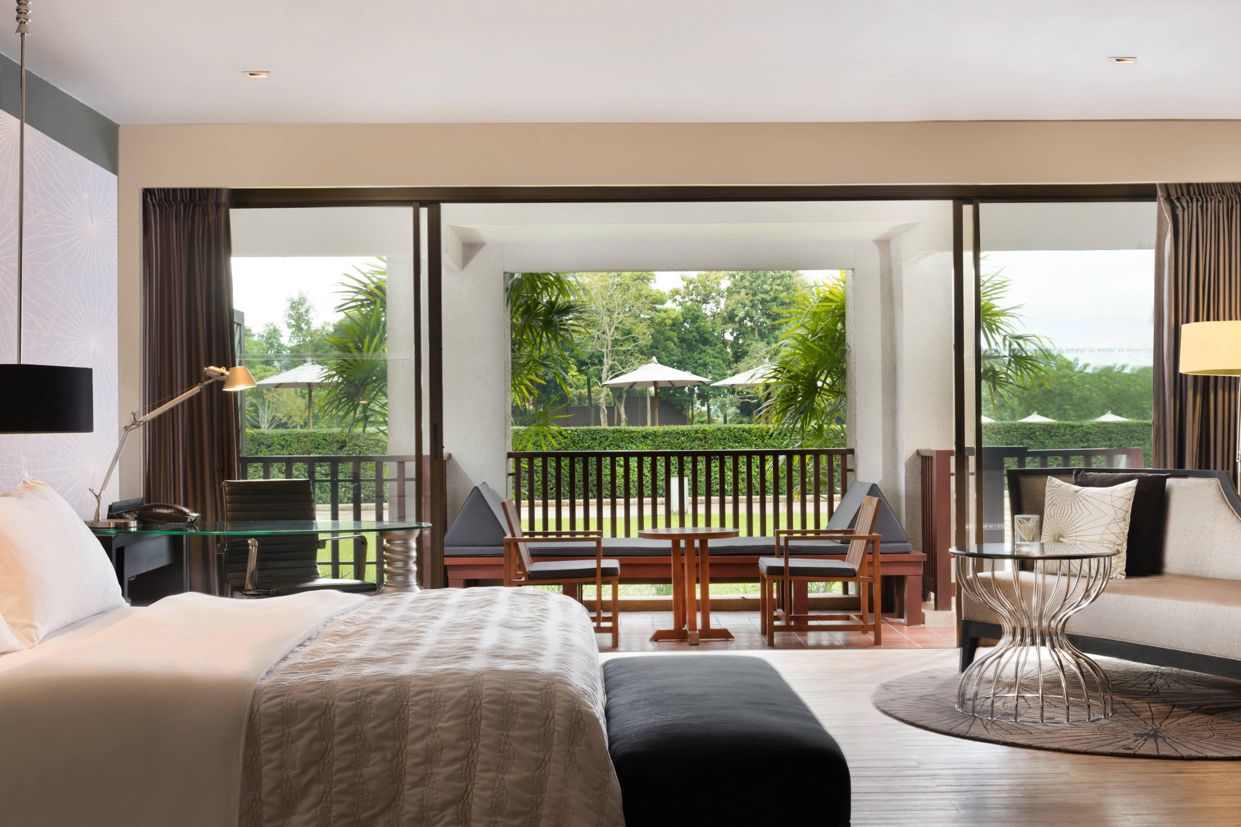 Grand Deluxe Garden Terrace King Bed